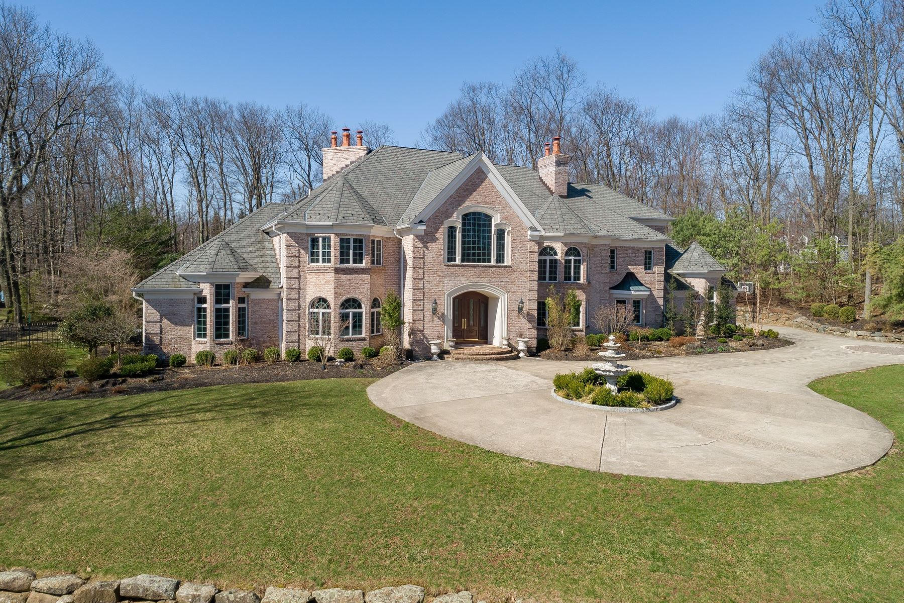 Moradia para Venda às Exquisite Custom Home 5 Queens Court, Mendham, Nova Jersey 07945 Estados Unidos