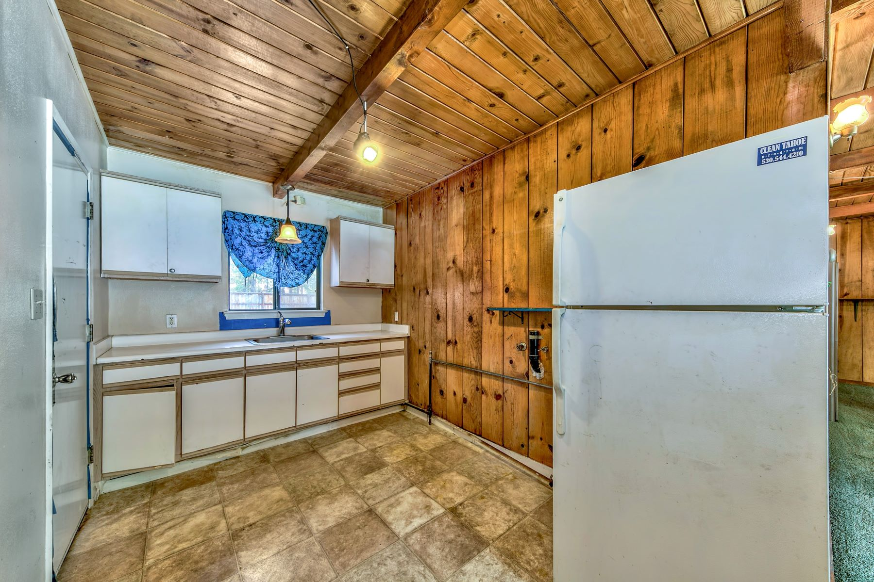 Additional photo for property listing at 1140 3rd Street, South Lake Tahoe, CA 96150 1140 3rd Street South Lake Tahoe, California 96150 United States