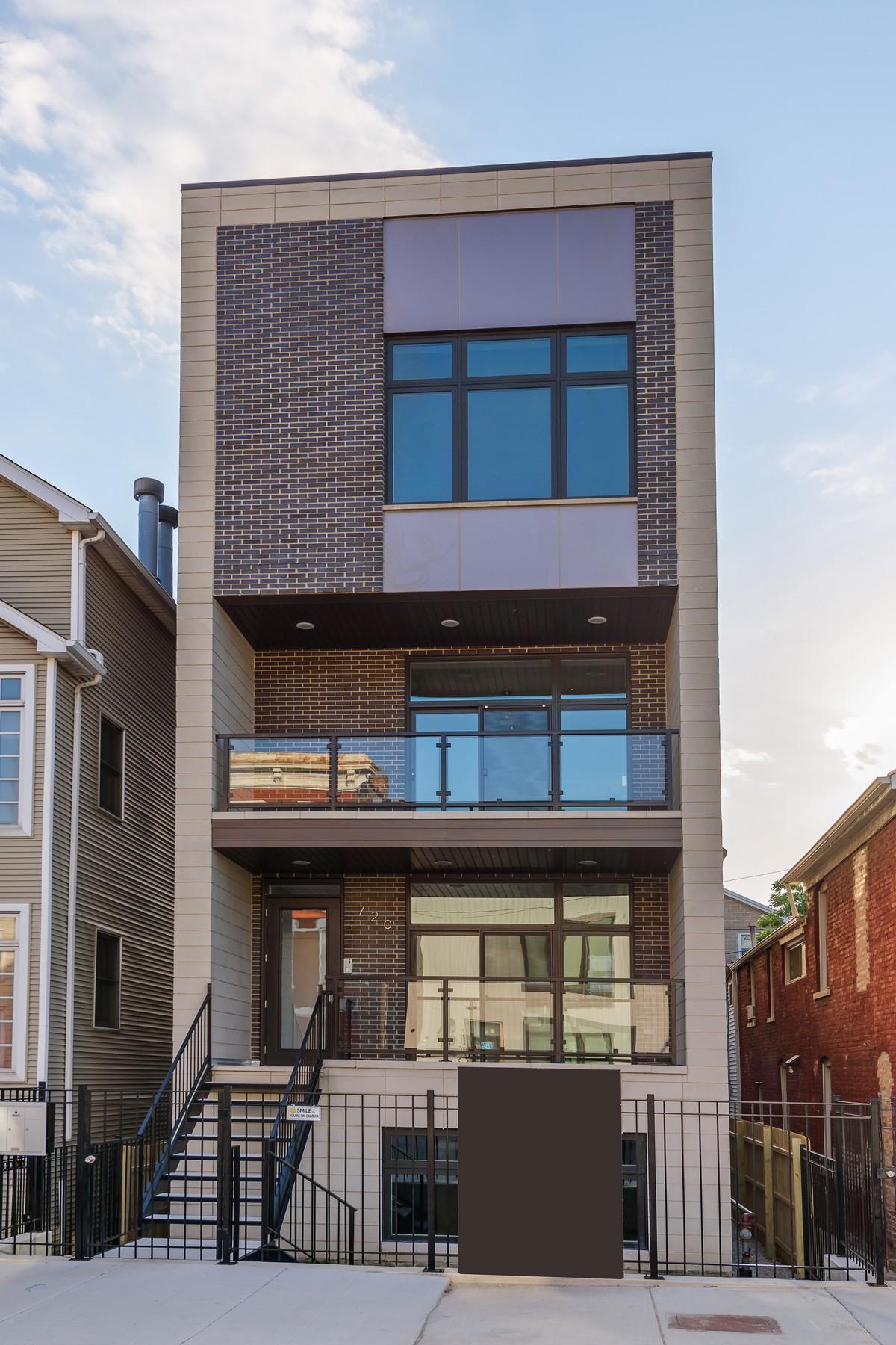 Appartement en copropriété pour l Vente à Fantastic Noble Square Location 720 N. Willard Court, Unit 1 West Town, Chicago, Illinois, 60642 États-Unis