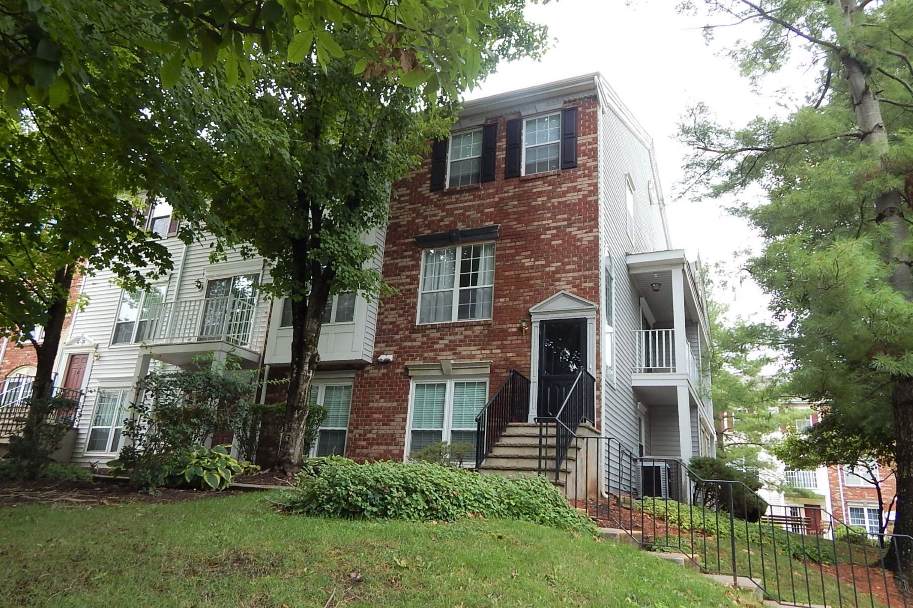 Additional photo for property listing at Two Bedroom Townhome Available for Rent 176 Sapphire Lane, Somerset, New Jersey 08823 United States