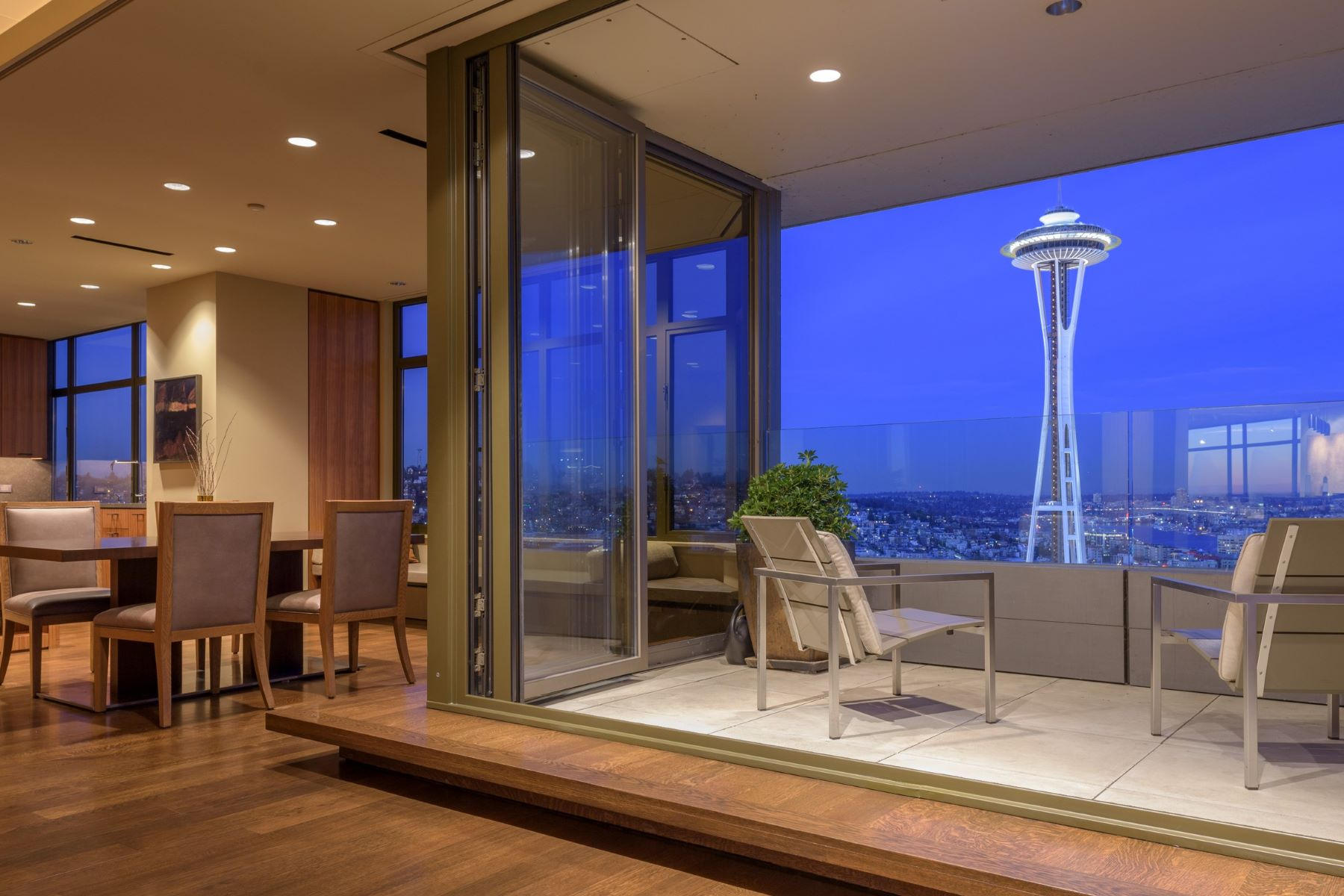 Casa Unifamiliar por un Venta en Seattle Penthouse Seattle, Washington 98121 Estados Unidos