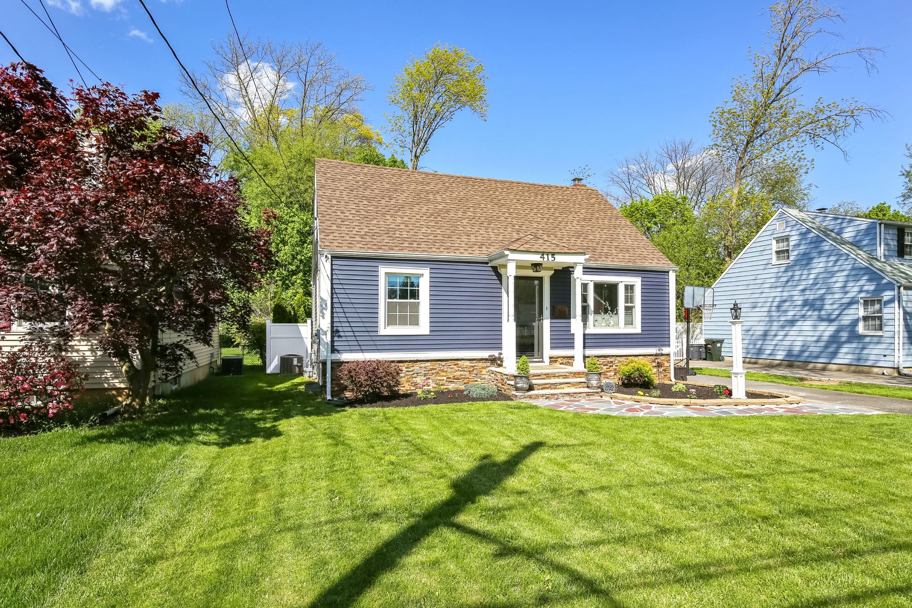 Single Family Homes por un Venta en Lovely Cape Cod 415 Hunter Avenue Scotch Plains, Nueva Jersey 07076 Estados Unidos
