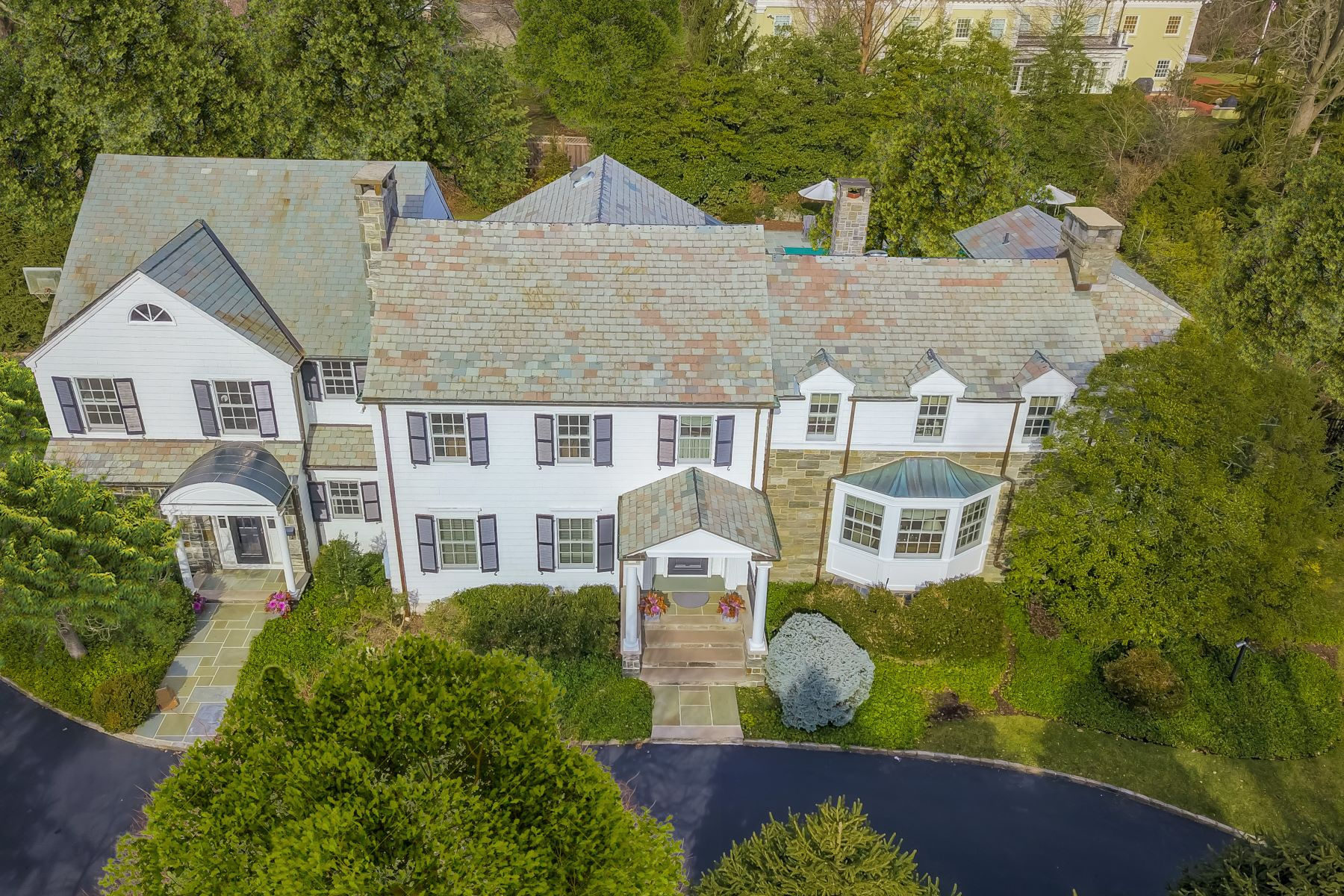 Single Family Homes para Venda às Elegance Inside and Out 17 Washington Avenue, Short Hills, Nova Jersey 07078 Estados Unidos