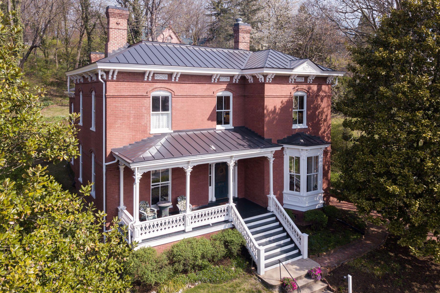 single family homes pour l Vente à 509 E Beverley St Staunton, Virginia 24401 États-Unis