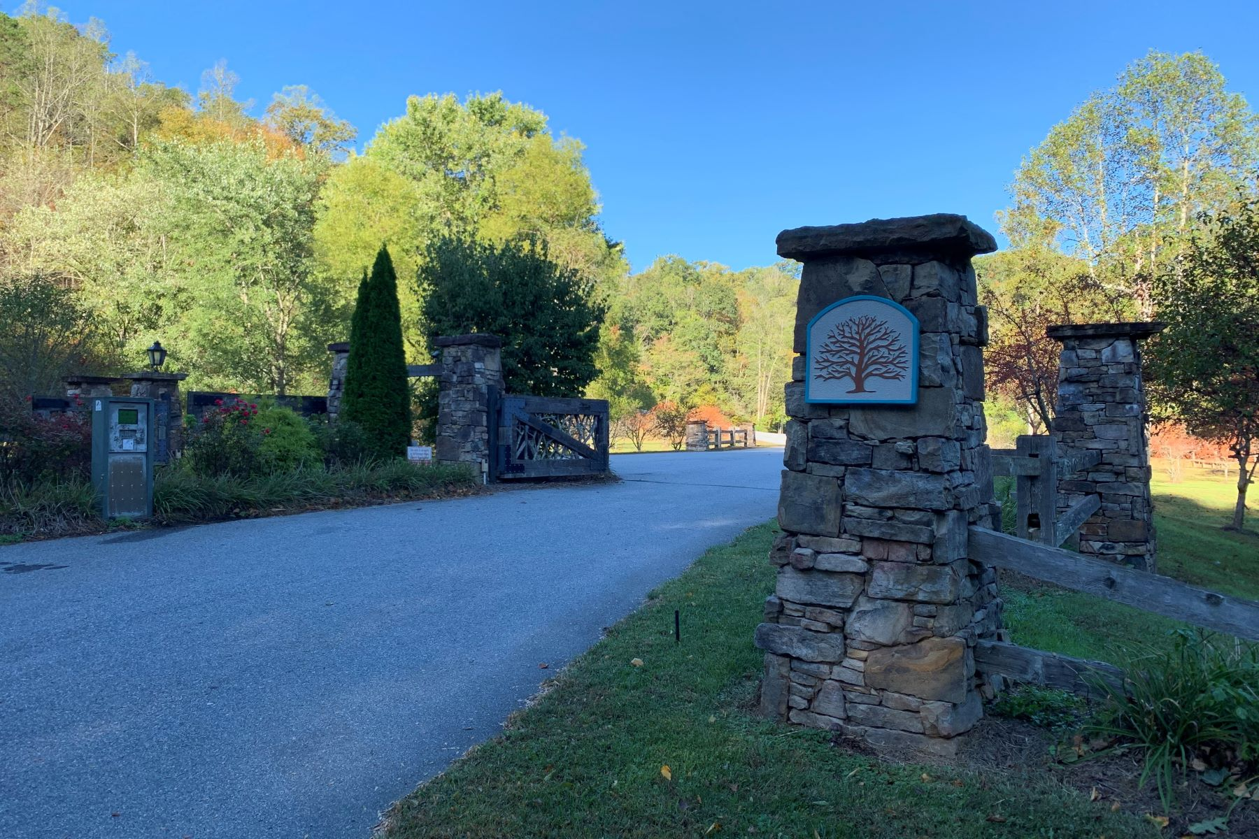 Land for Sale at Lot #32 Old Orchard, Hendersonville, NC 142 Morning Air Lane Hendersonville, North Carolina 28792 United States
