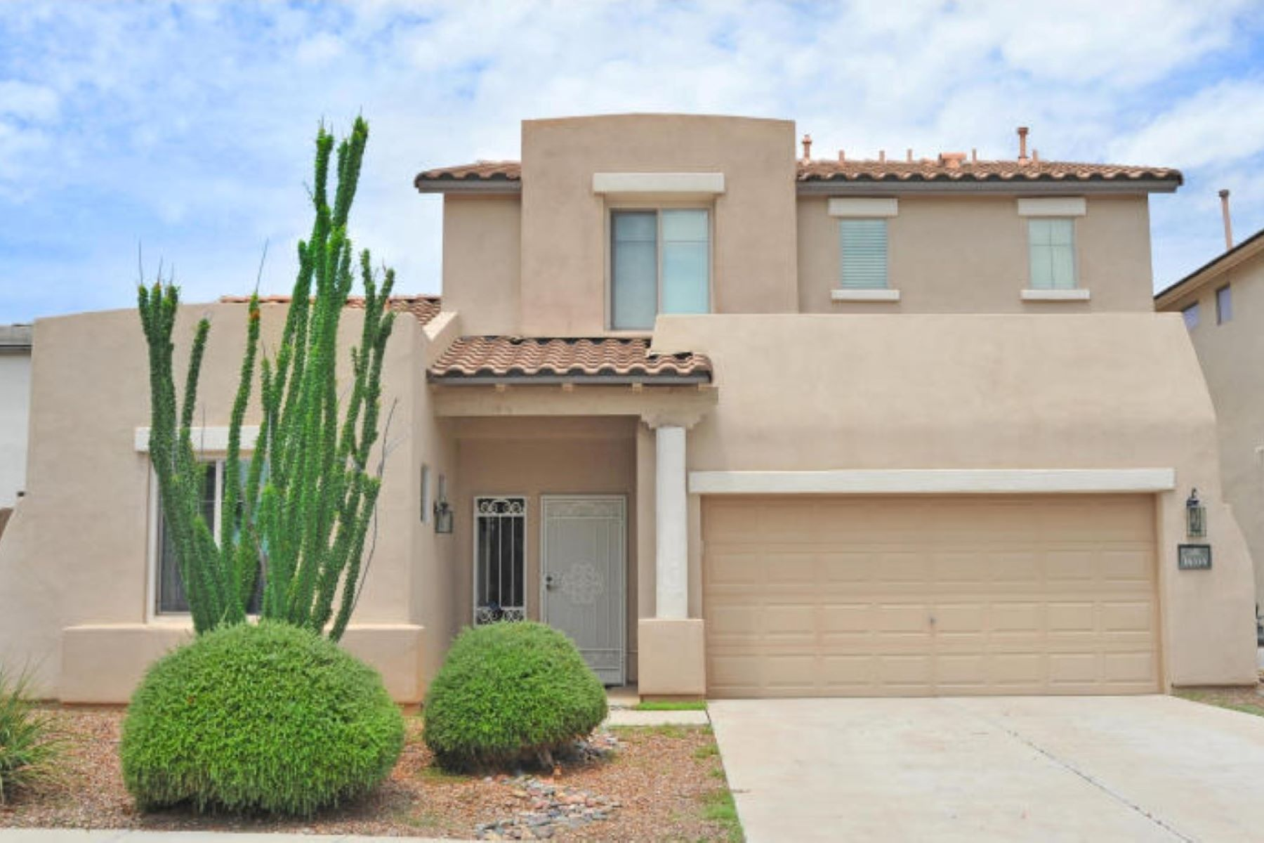 Single Family Home for Sale at A Delightful Two-Story Home 14334 S Avenida Del Picea Sahuarita, Arizona, 85629 United States