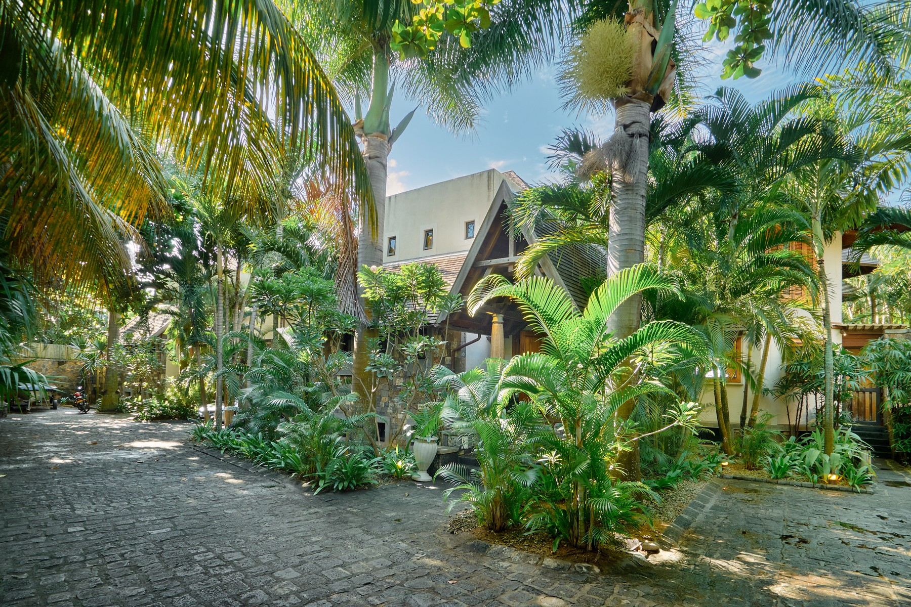 Single Family Home for Sale at Exquisite modern - Tropical Oceanfrontage Other Riviere Du Rempart, Riviere Du Rempart, Mauritius