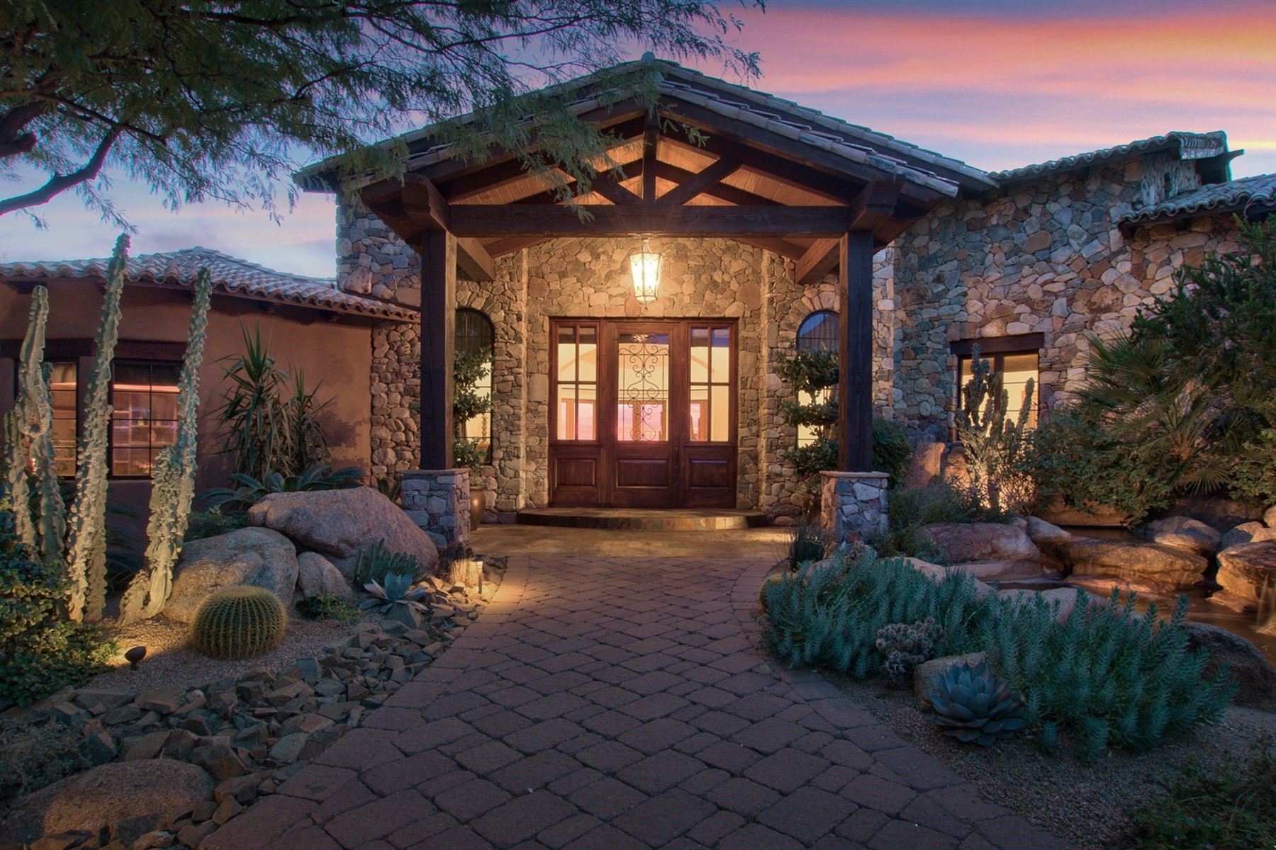 Moradia para Venda às Italian Villa in the heart of Saguaro Forest Village 41737 N 101st Pl, Scottsdale, Arizona, 85262 Estados Unidos
