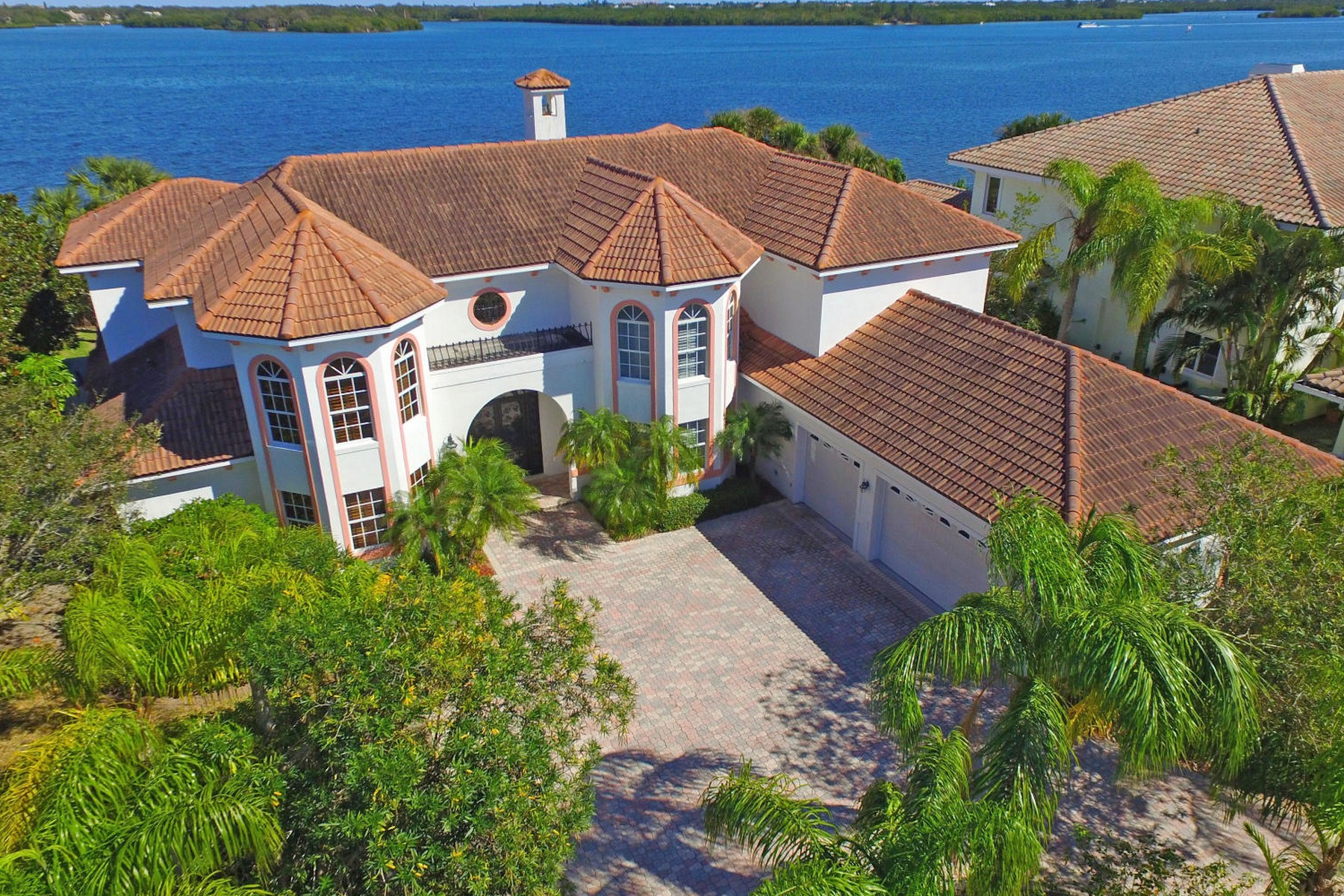 Single Family Home for Sale at Magnificent Riverfront Estate with 6,464 Square Feet 5210 Saint Andrews Island Dr Vero Beach, Florida 32967 United States