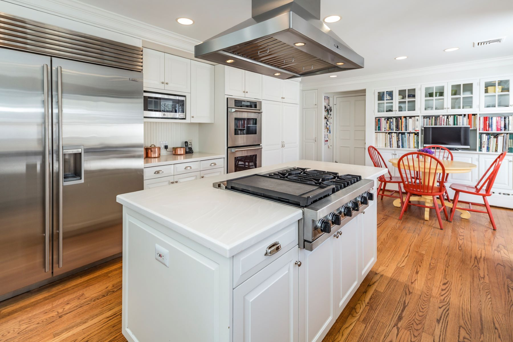 Additional photo for property listing at Gracious, Spacious, And Absolutely Turn-key! 37 Pheasant Hill Road, Princeton, New Jersey 08540 United States