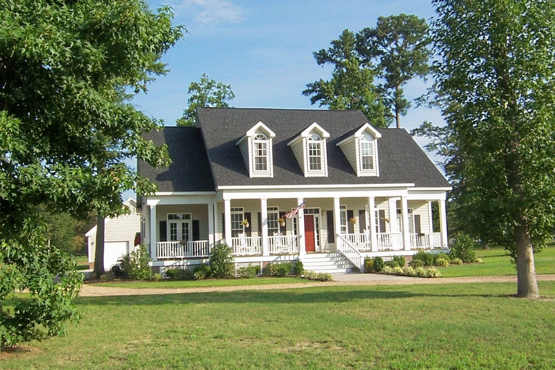 واحد منزل الأسرة للـ Sale في TRADITIONAL SOUTHERN HOME 128 Mallard Cove Rd, Edenton, North Carolina, 27932 United States