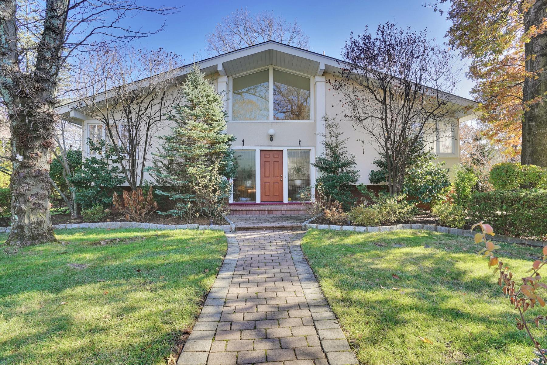 Other Residential Homes por un Venta en 6 Churchill Road Englewood Cliffs, Nueva Jersey 07632 Estados Unidos