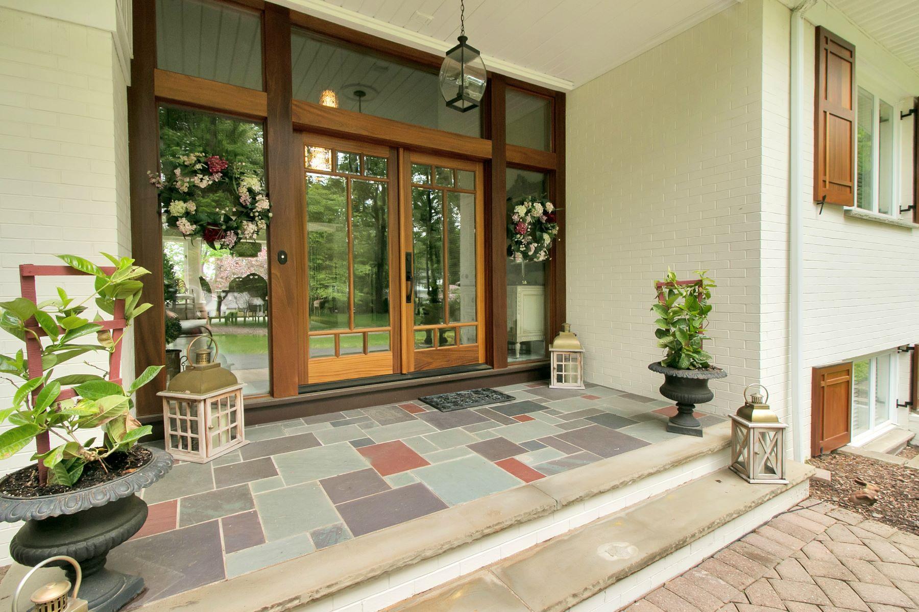 Частный односемейный дом для того Продажа на Breathtaking Lakefront Home 283 Indian Trail Drive Franklin Lakes, 07417 Соединенные Штаты