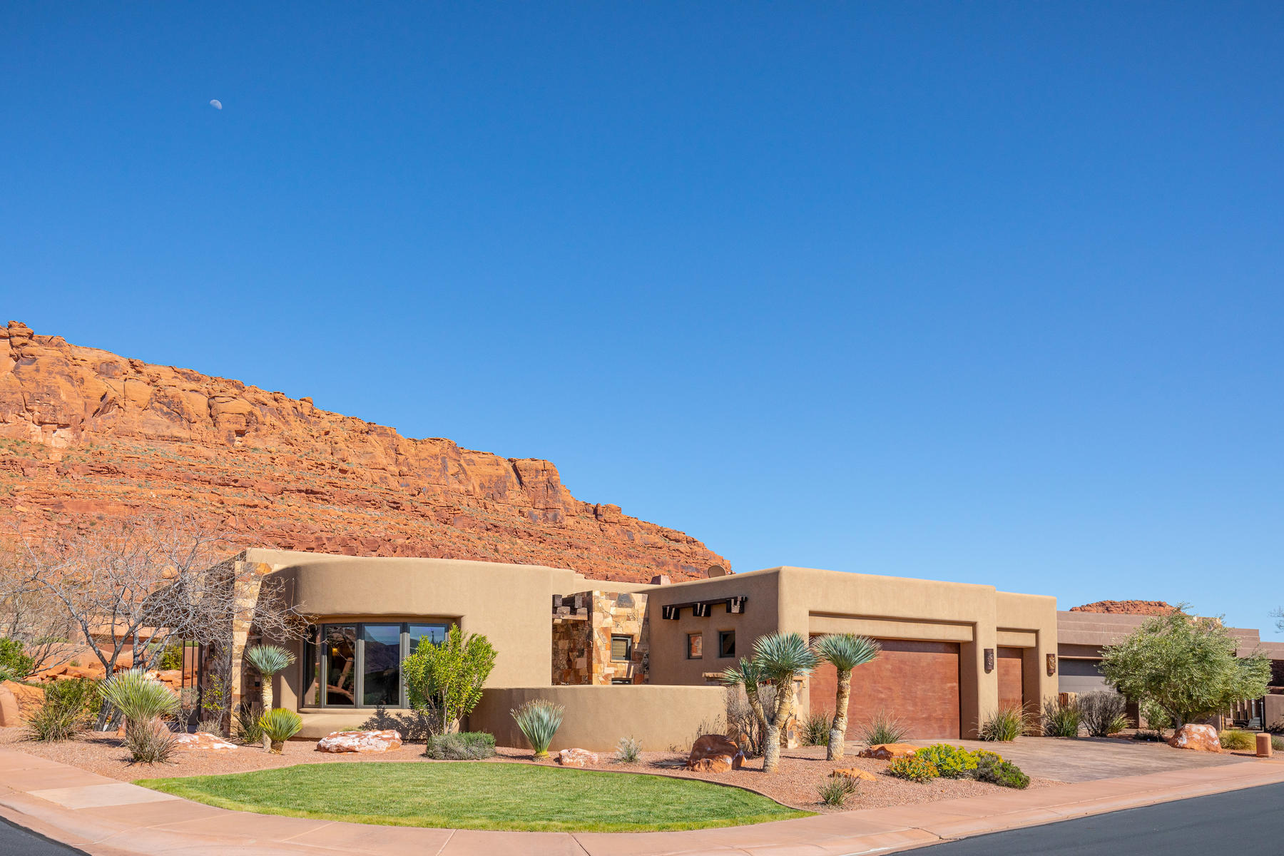 Single Family Homes for Sale at Serenity At Entrada 2336 W Entrada Trail #24 St. George, Utah 84770 United States