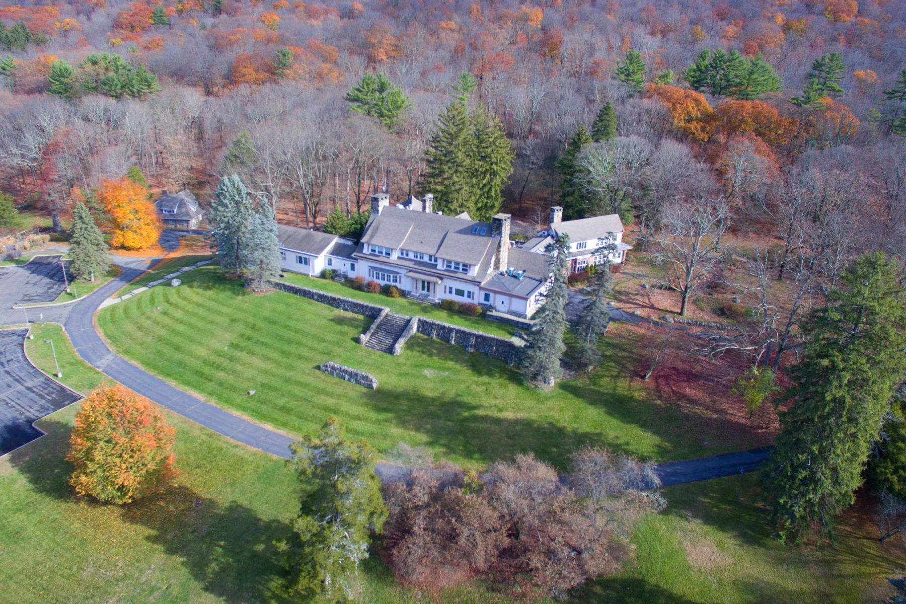 Maison unifamiliale pour l Vente à Spectacular Thirty Four Acre Retreat 1071 Ramapo Valley Road, Mahwah, New Jersey 07430 États-Unis
