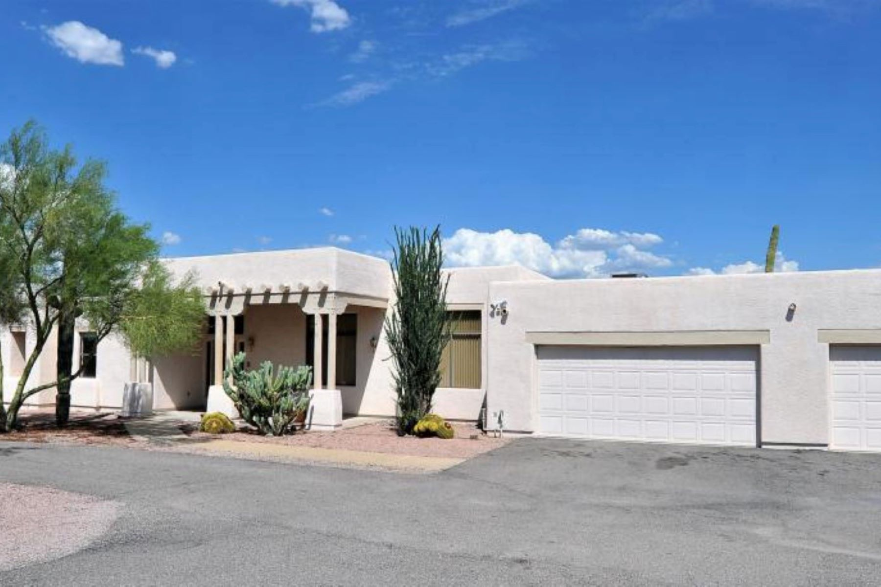 Maison unifamiliale pour l Vente à Great Opportunity in a Community of Only 77 Home with no HOA 7778 N Wade Springs Drive Tucson, Arizona, 85743 États-Unis