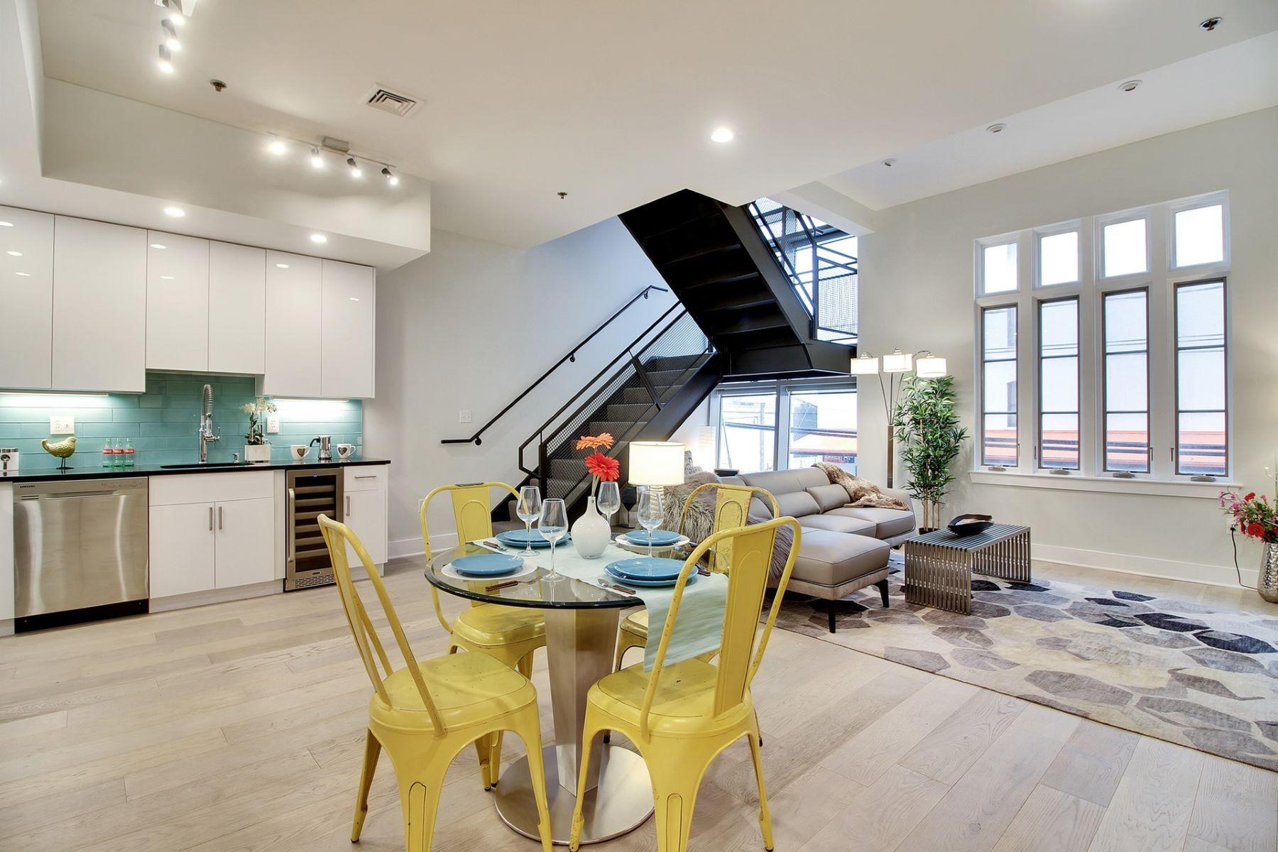 Appartement en copropriété pour l Vente à Stylish Triplex Townhome Condo 140 Bay Street #A3 Jersey City, New Jersey 07302 États-Unis