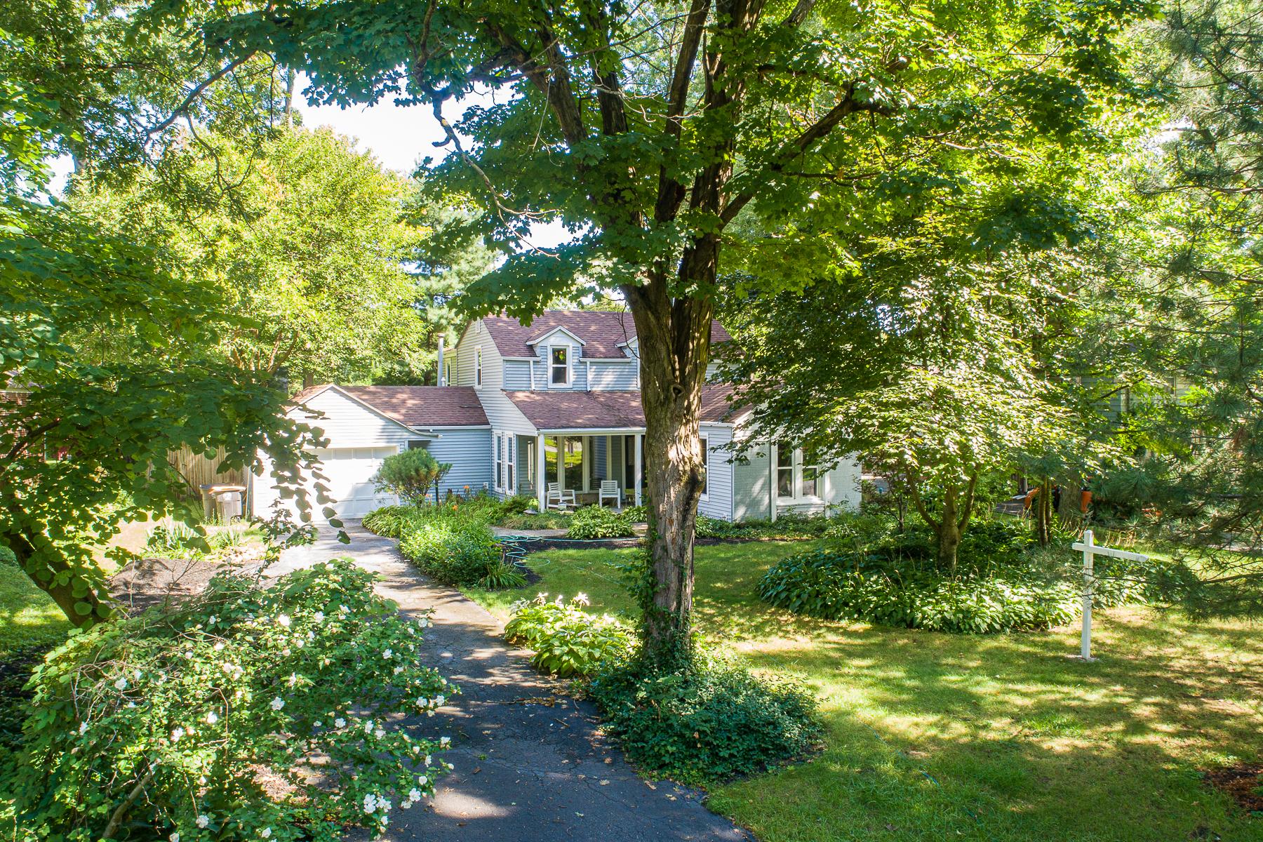 Single Family Homes por un Venta en Privacy in Wildwood Park 3530 Willowdale Road, Fort Wayne, Indiana 46802 Estados Unidos