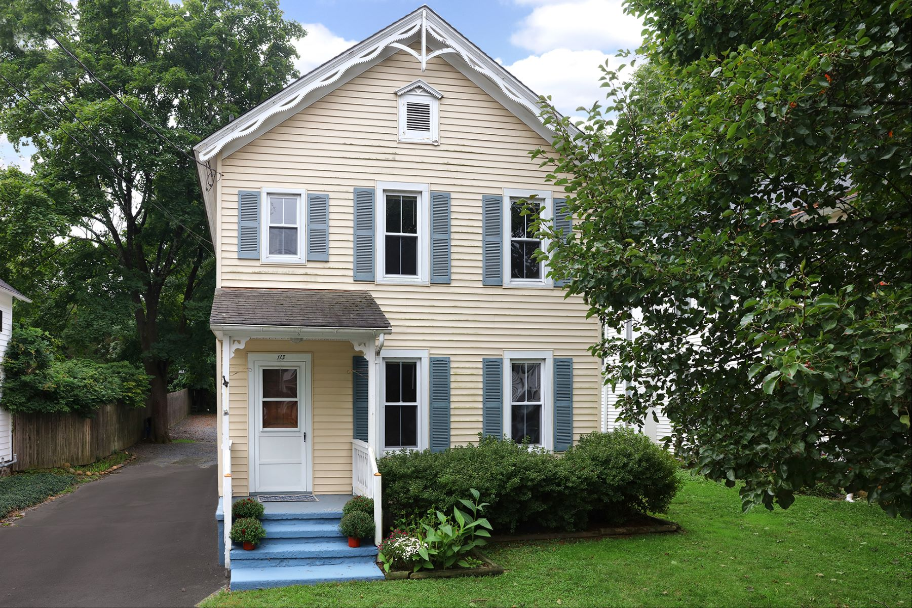 Single Family Home for Sale at Character In The Heart Of Rocky Hill 113 Washington Street, Rocky Hill, New Jersey 08553 United StatesMunicipality: Rocky Hill Borough