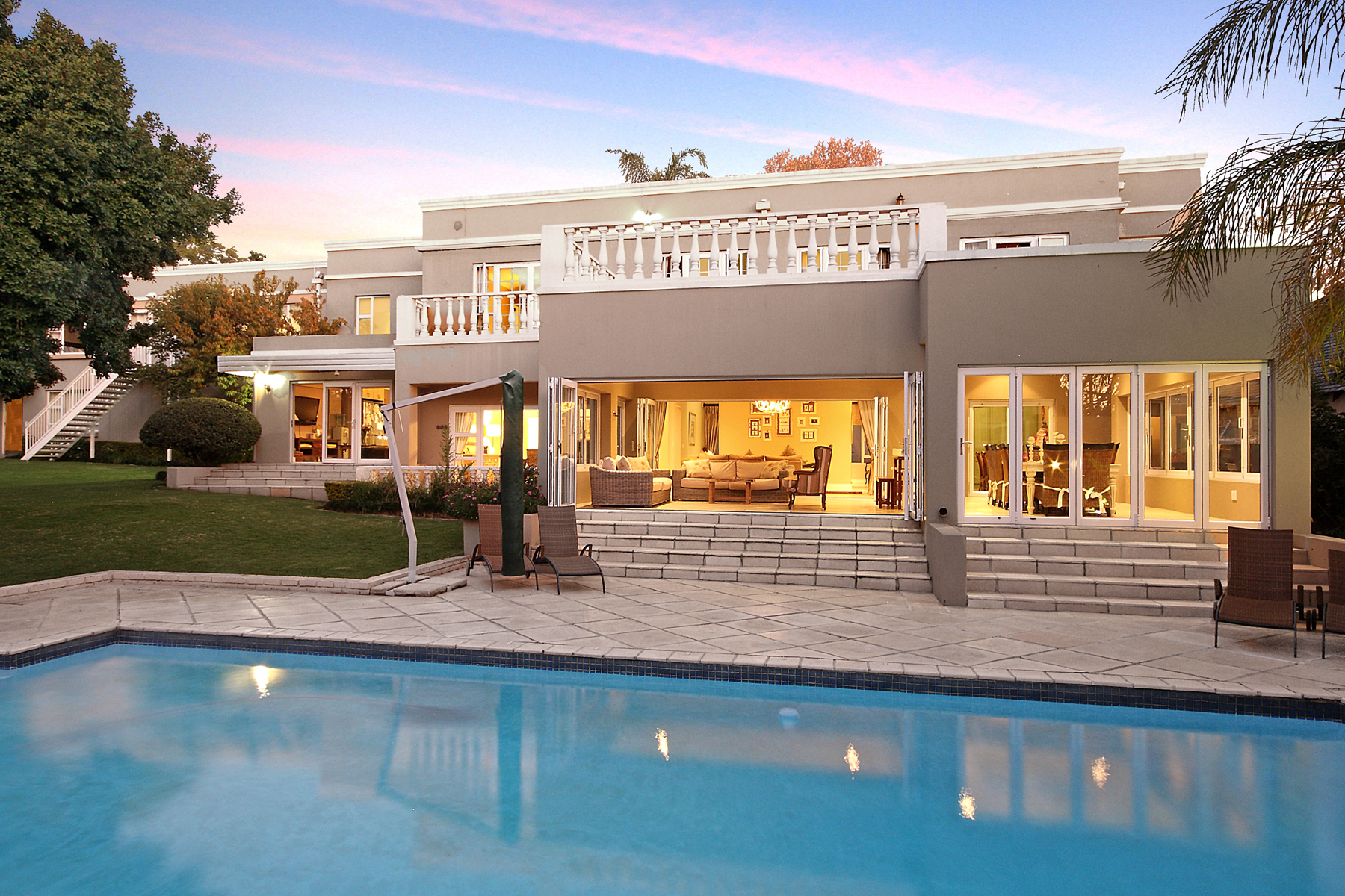 Casa Unifamiliar por un Venta en Morningside Johannesburg, Provincia De Gauteng, 2057 Sudáfrica