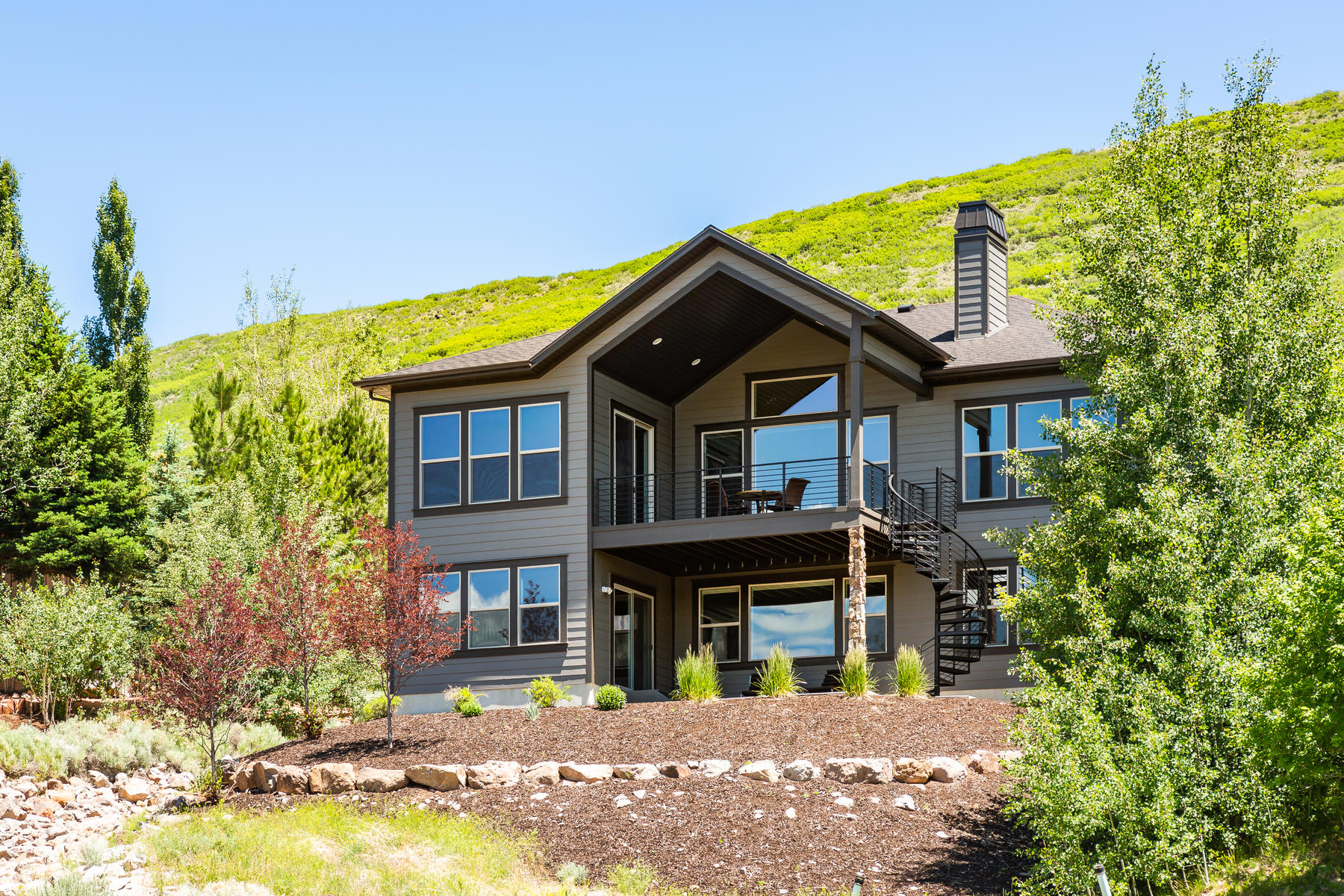 Single Family Homes 为 销售 在 Modern Luxury And Magnificent Water Views 7 Minutes From Park City 12335 Deer Mountain Blvd Kamas, 犹他州 84036 美国