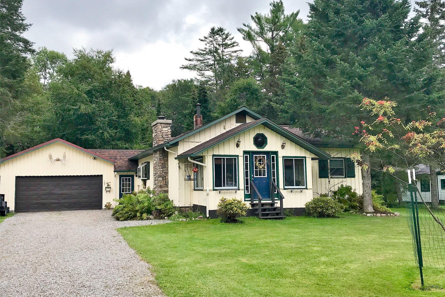 Single Family Homes 為 出售 在 Nature Lover's Dreamscape 167 Beech St., Thendara, 纽约 13472 美國
