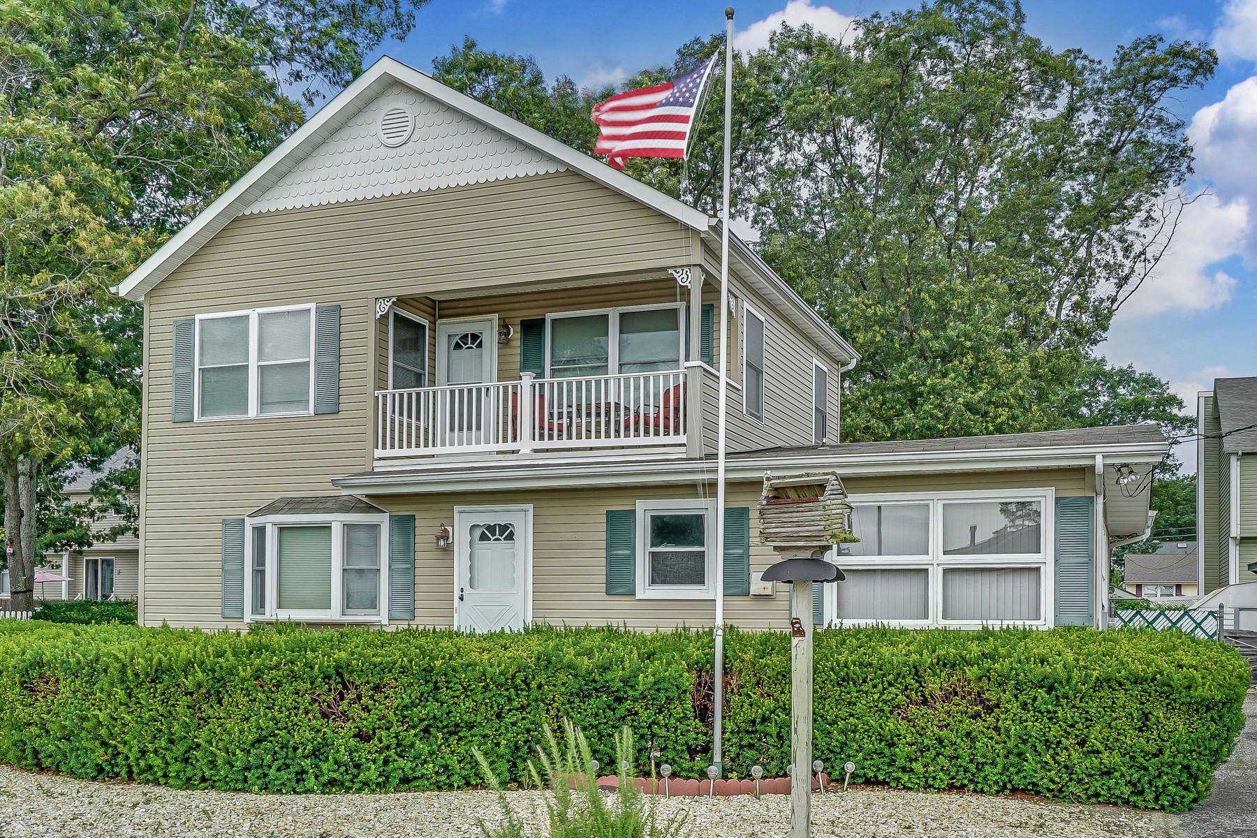Eensgezinswoning voor Verkoop op Bayville Home With River Views 28 Doyle Dr, Bayville, New Jersey 08721 Verenigde Staten