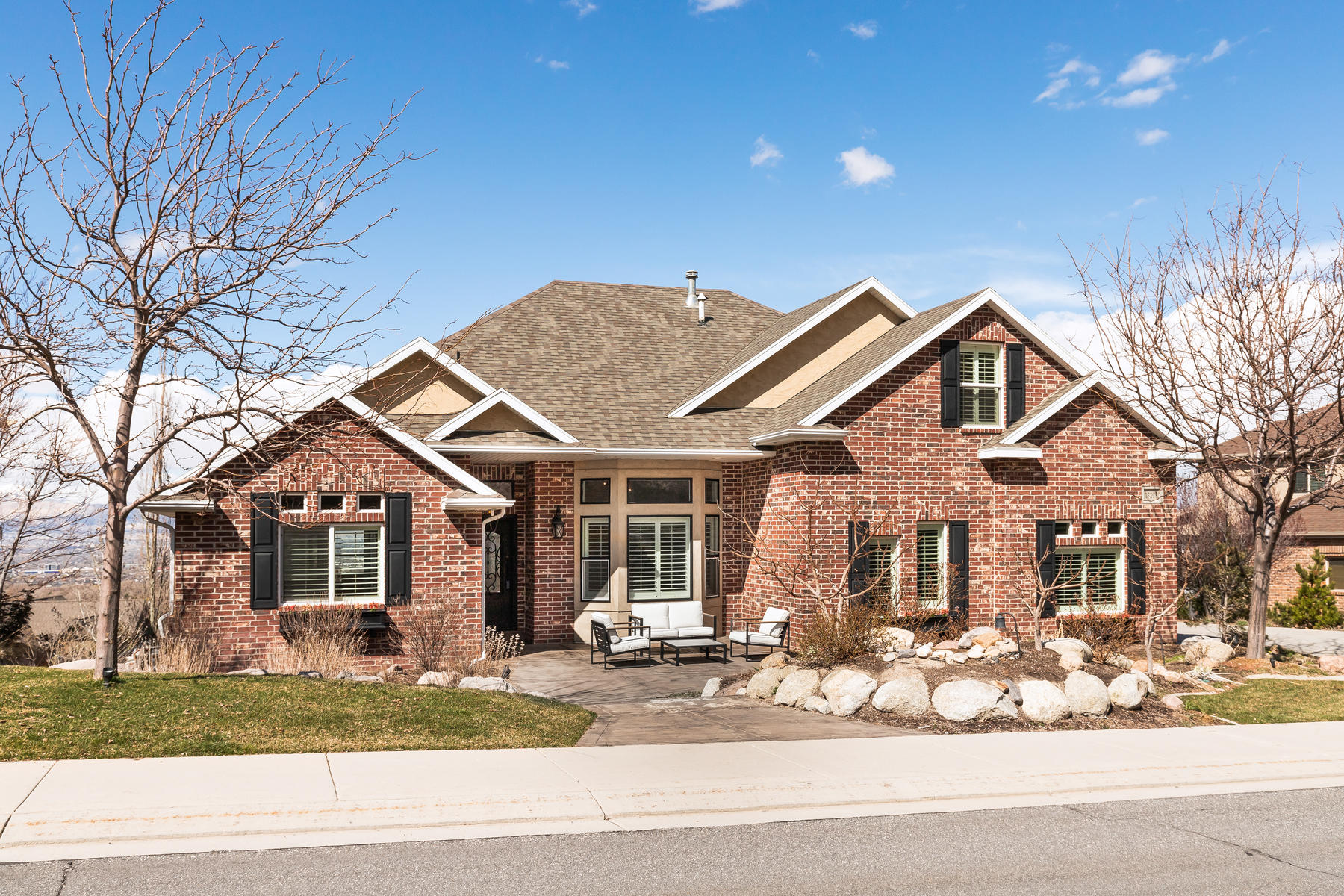 Single Family Homes for Sale at Clean, Crisp, Bright and Open 13298 Springdale Way Draper, Utah 84020 United States