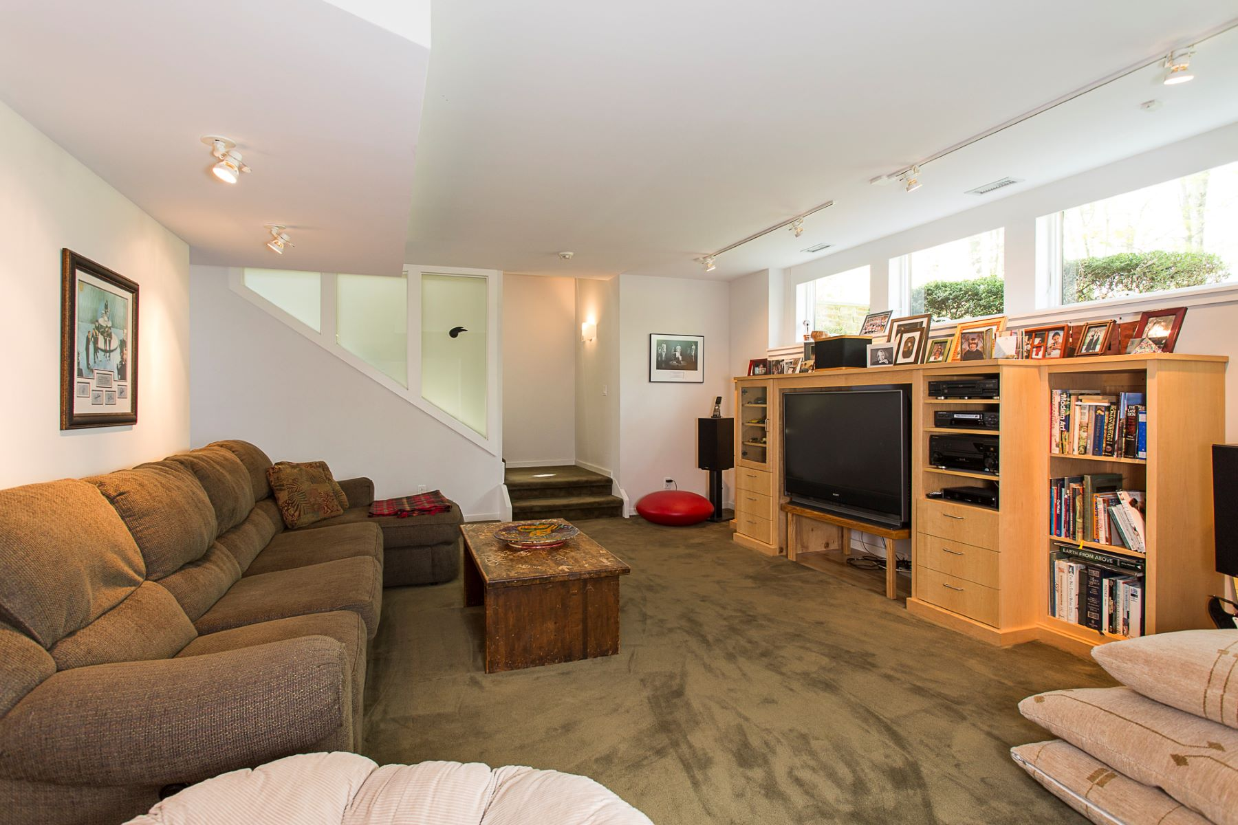Additional photo for property listing at Low Impact Environmental Design, High Impact Style 190 Woosamonsa Road, Pennington, New Jersey 08534 United States