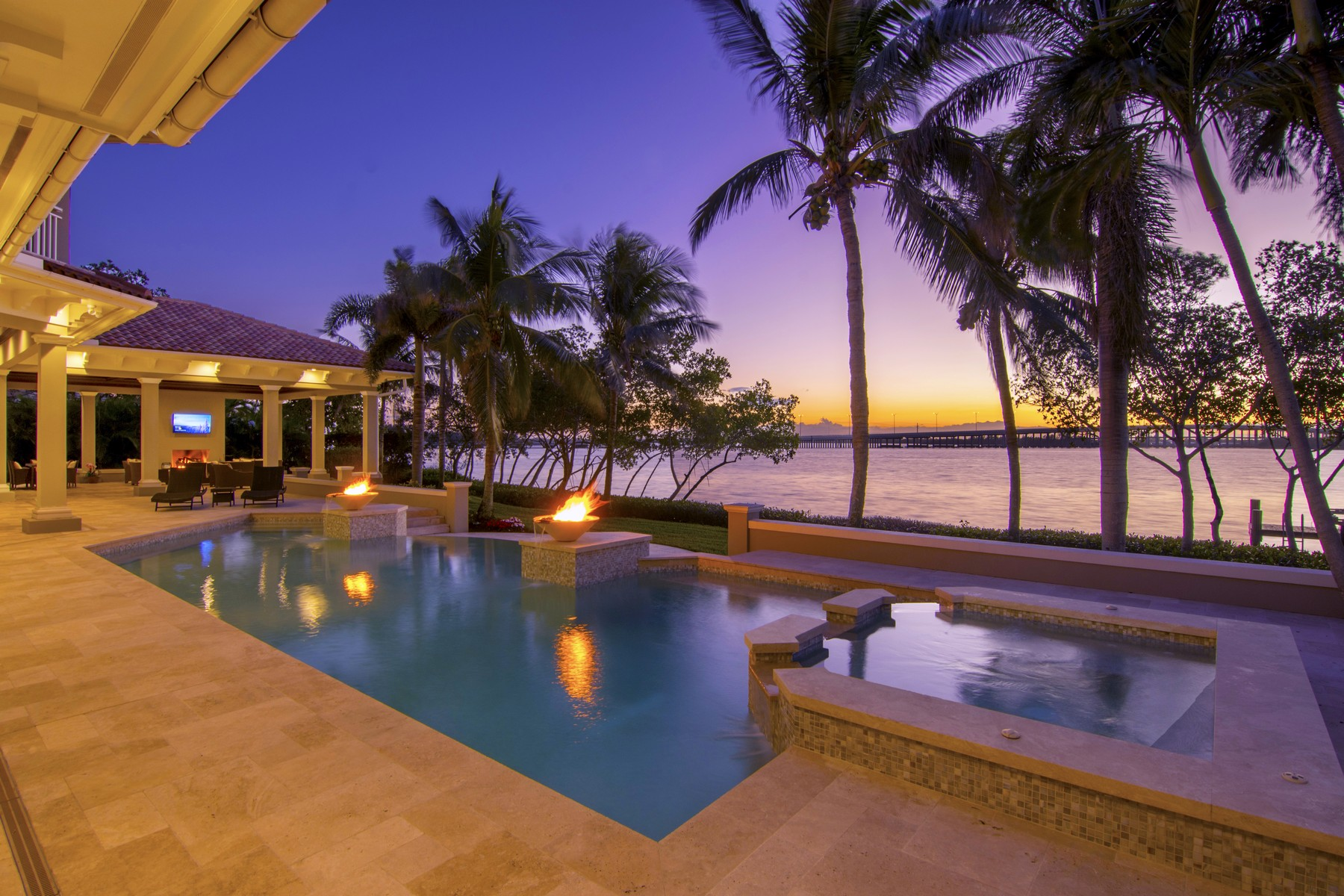 Maison unifamiliale pour l Vente à Inarguably the Finest Riverfront Estate in Vero Beach 665 Lake Drive Vero Beach, Florida 32963 États-Unis