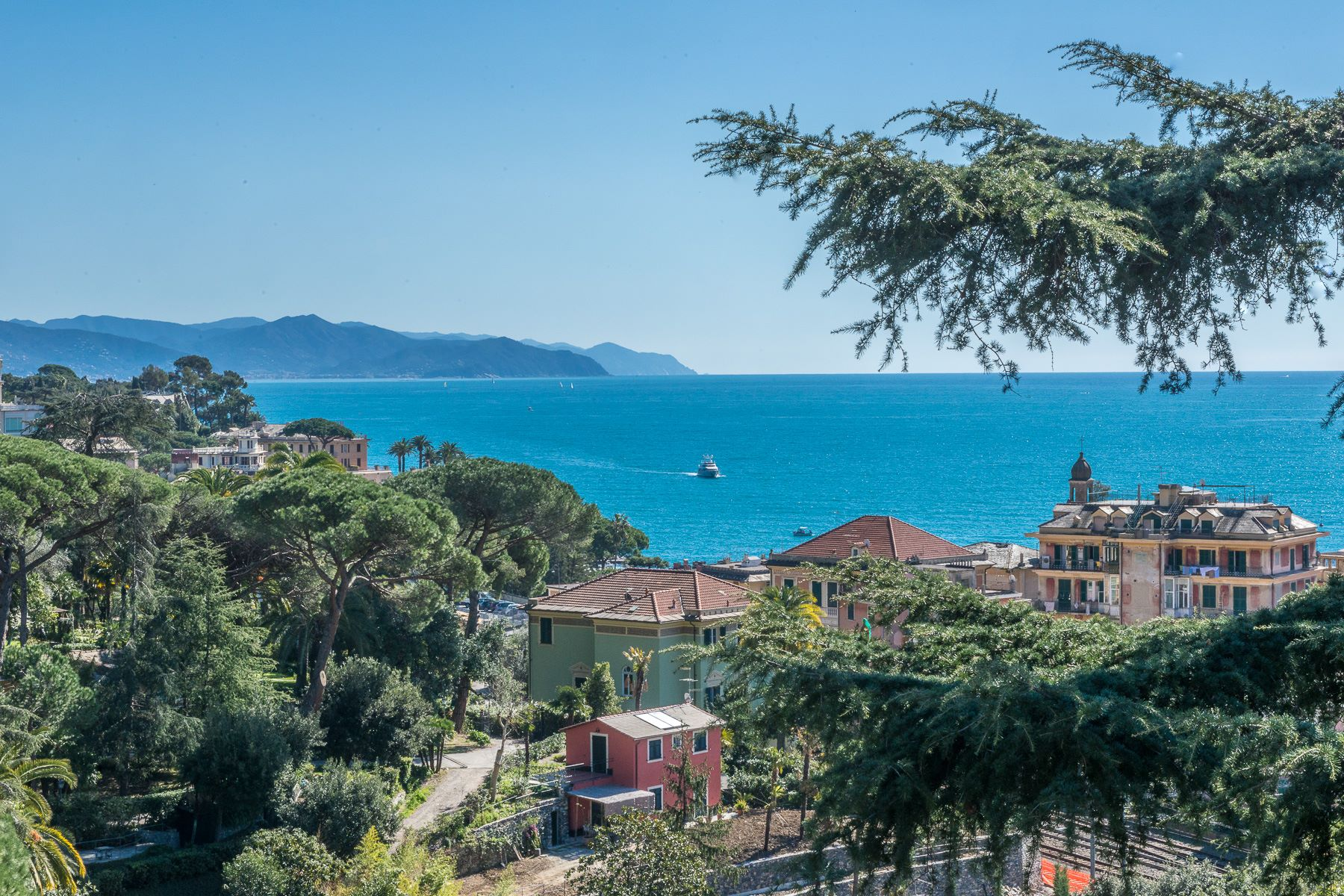 Additional photo for property listing at Exquisite villa with private garden and amazing sea view Santa Margherita Ligure, Genoa Italia