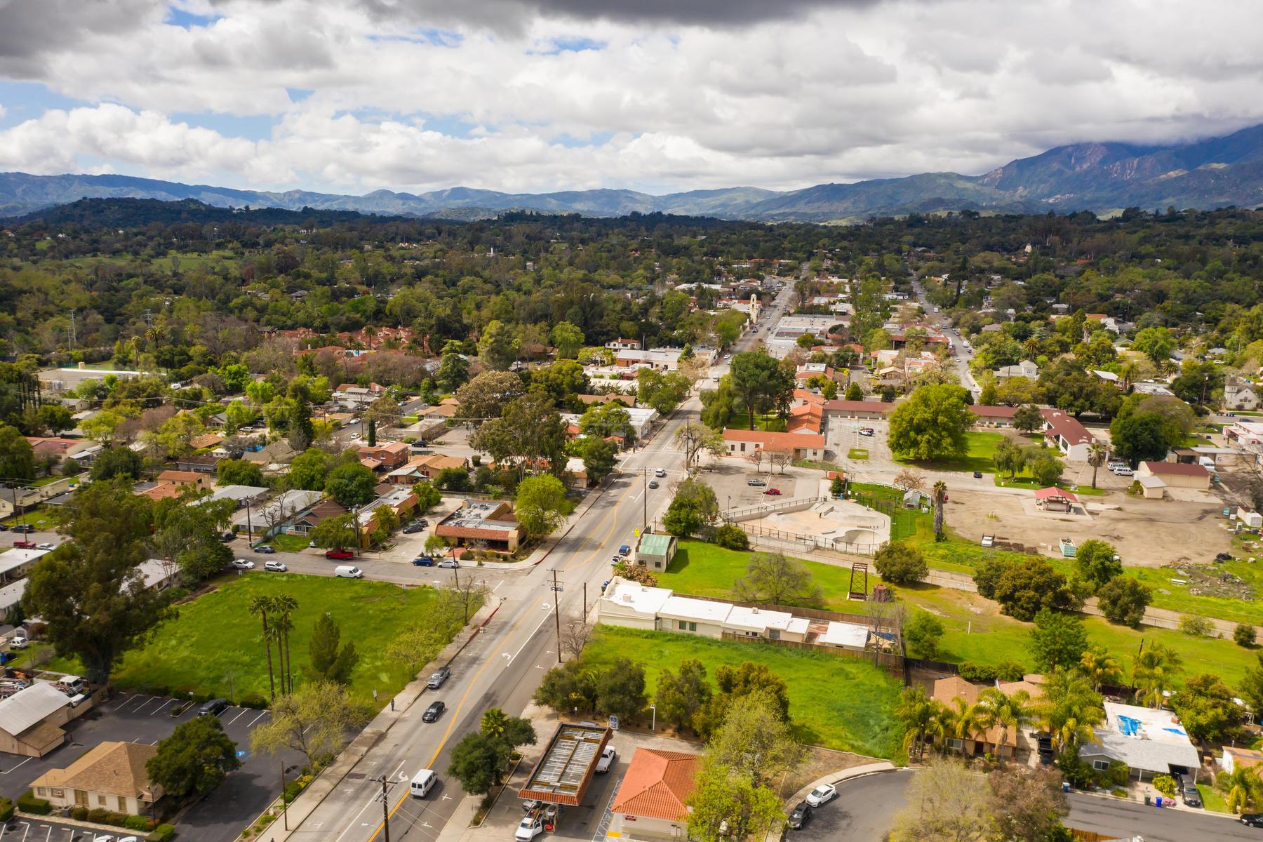 Terreno por un Venta en Extremely rare Commercial Property with Development potential on Ojai Avenue 608 East Ojai Avenue Ojai, California 93023 Estados Unidos