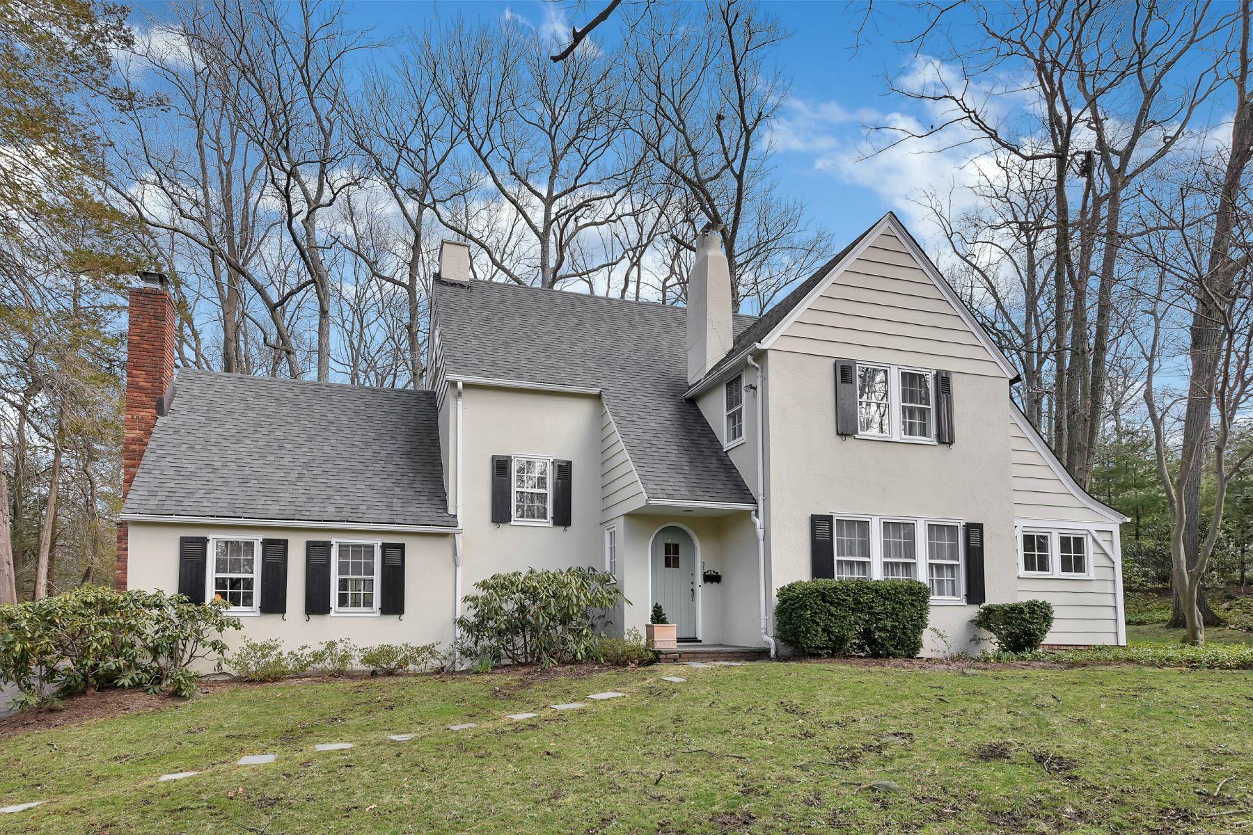 Частный односемейный дом для того Продажа на Lovely Englewood Colonial! 231 Davison Place, Englewood, Нью-Джерси, 07631 Соединенные Штаты