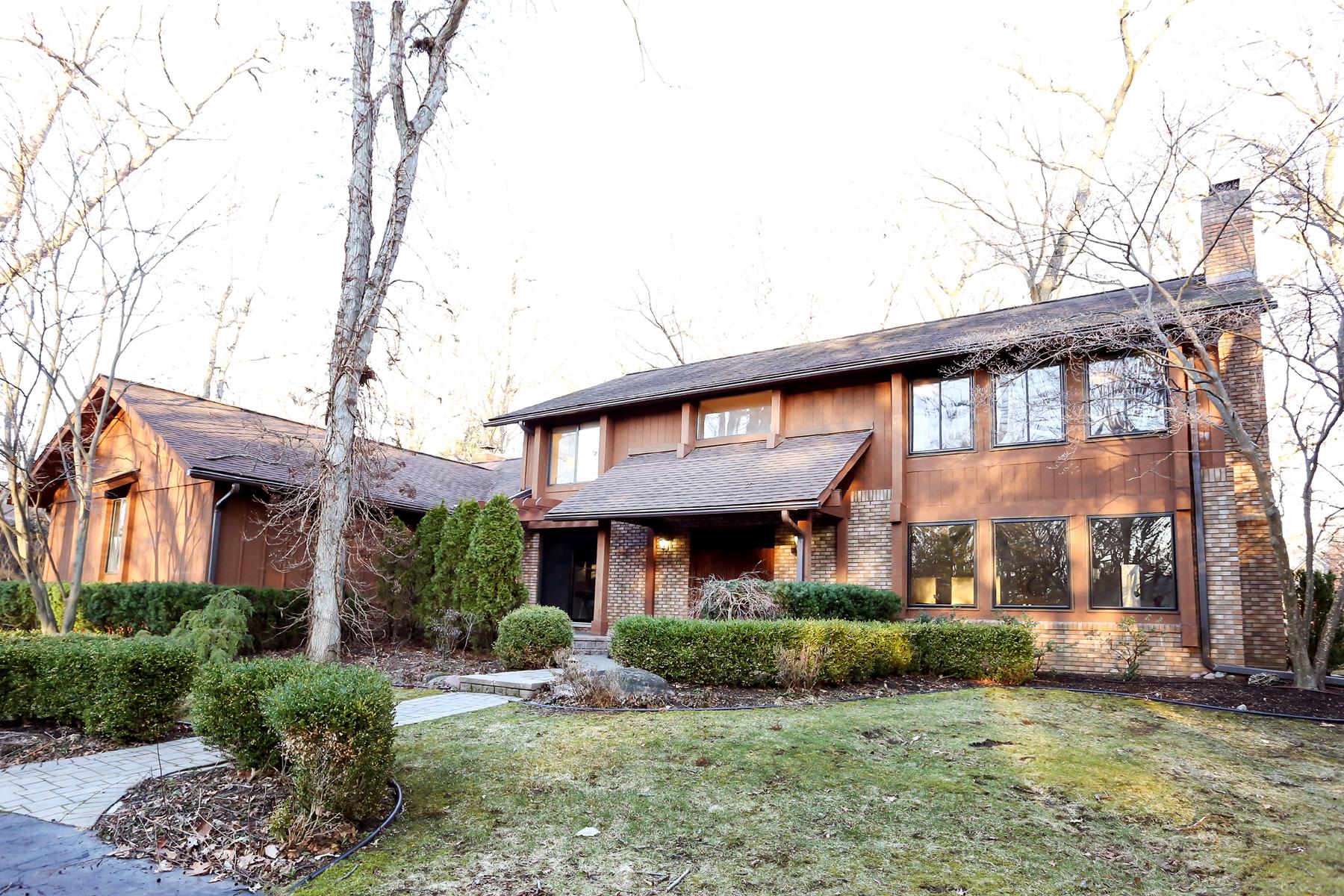 独户住宅 为 销售 在 Bloomfield 4555 Stoneleigh Road 布洛姆费尔德, 密歇根州, 48302 美国