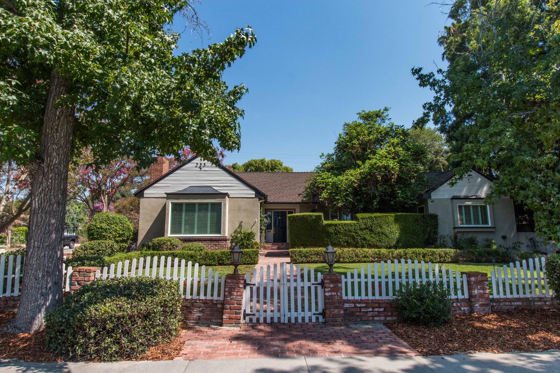 Maison unifamiliale pour l Vente à 645 W. 11th Street, Claremont Claremont, Californie 91711 États-Unis