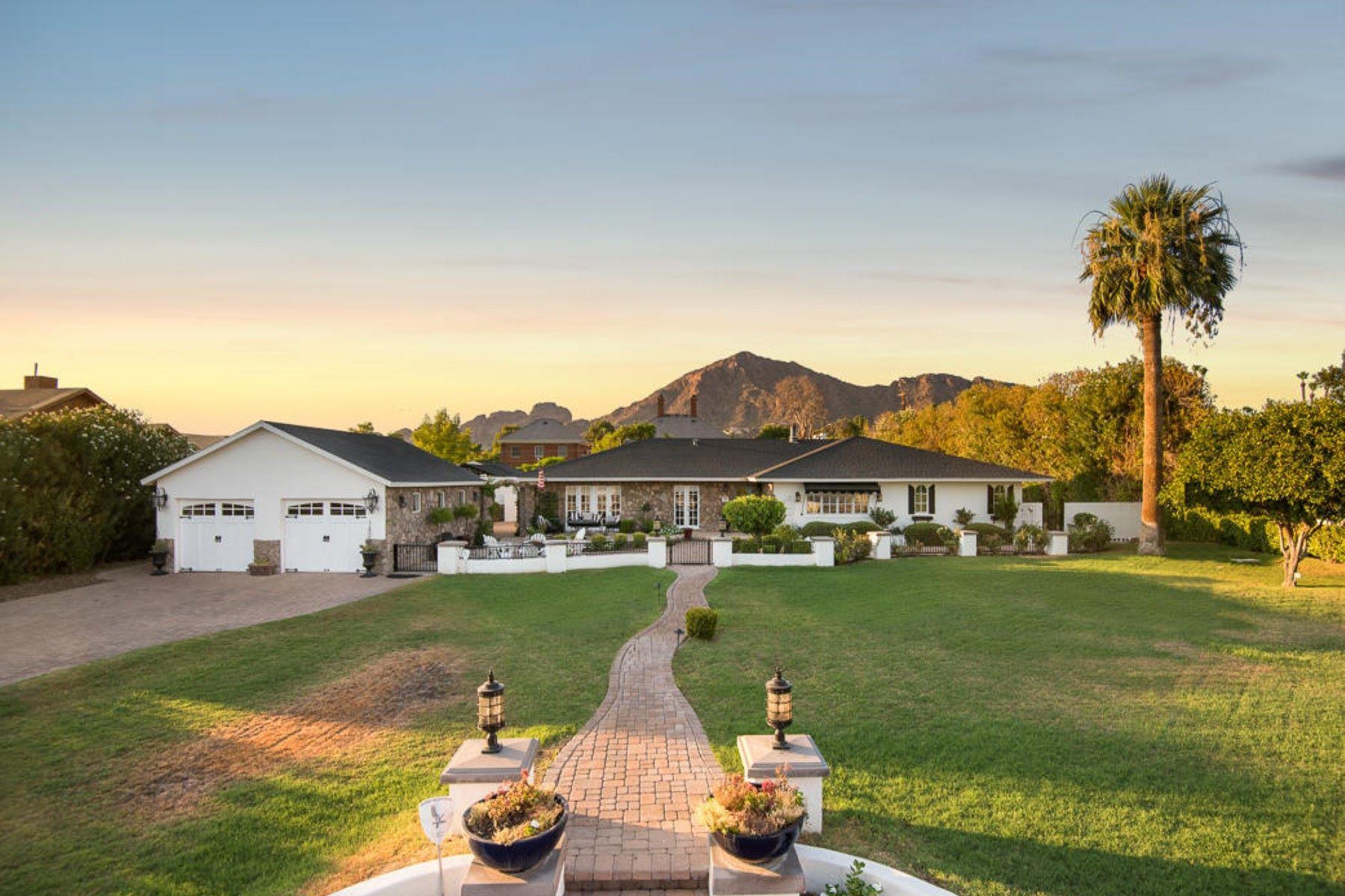 Nhà ở một gia đình vì Bán tại Charming home on beautiful grounds in Phoenix 5424 E Lafayette Blvd Phoenix, Arizona, 85018 Hoa Kỳ