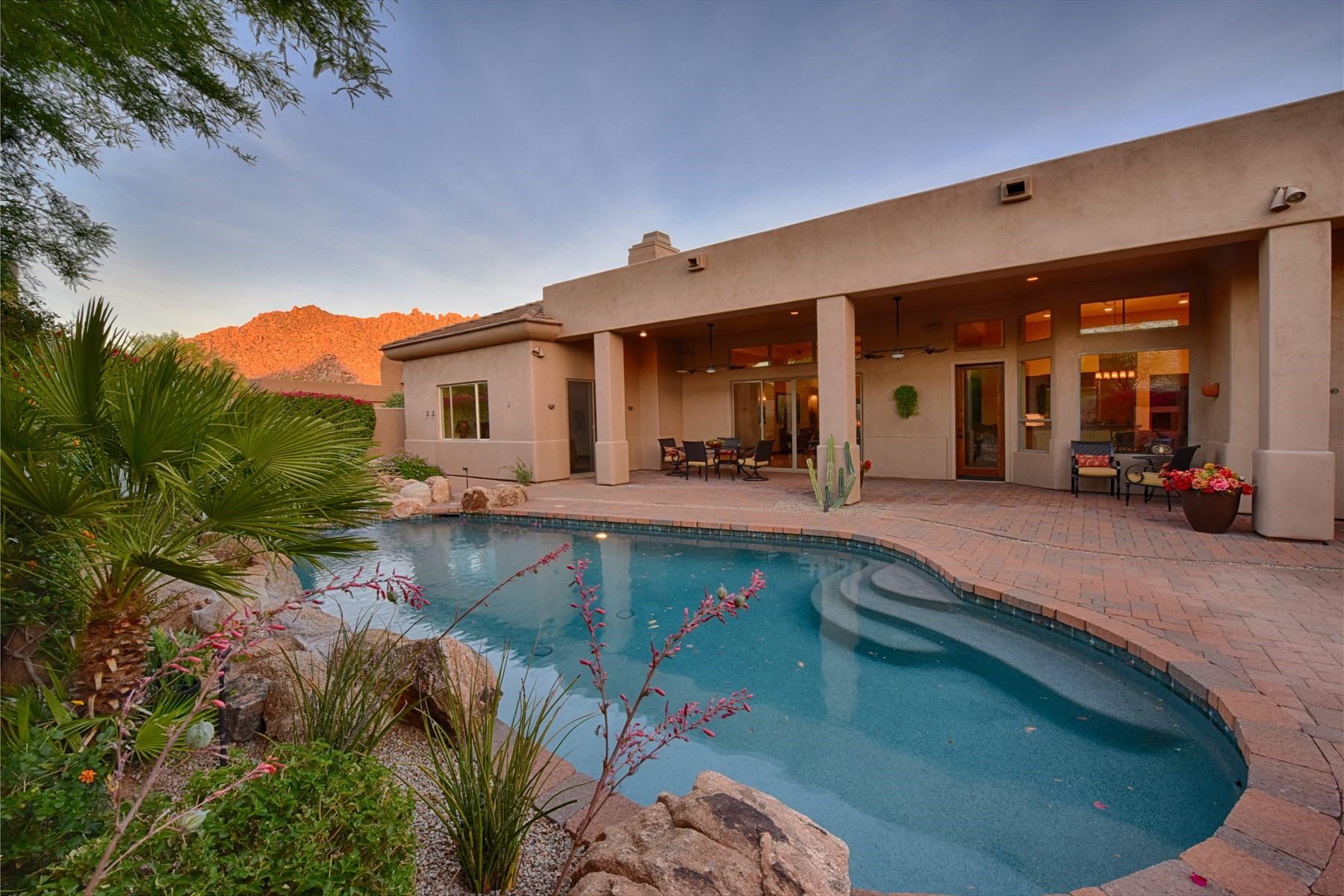 Casa Unifamiliar por un Venta en Gated Troon Fairways Home 26153 N 104th Pl Scottsdale, Arizona, 85255 Estados Unidos