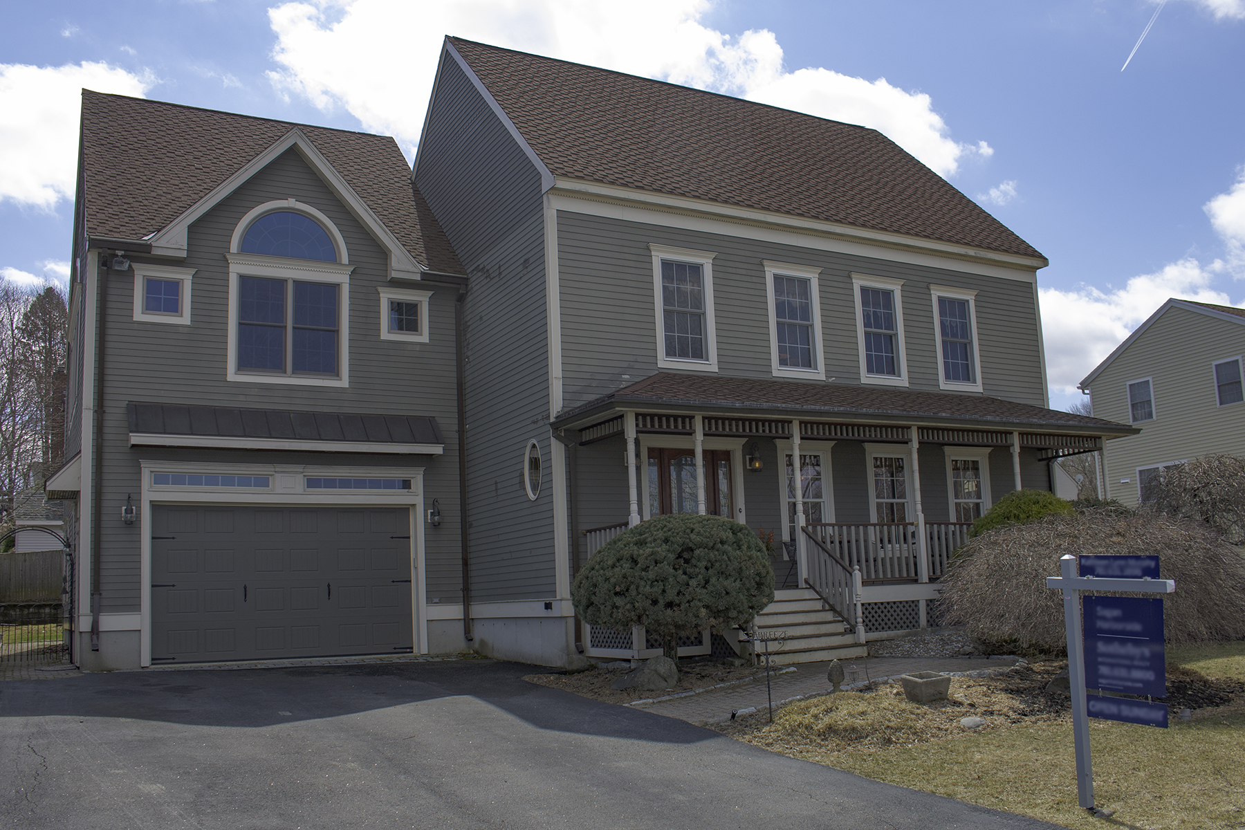 Single Family Home for Active at Colonial with lots of flair! 14 Westview circle Peabody, Massachusetts 01960 United States