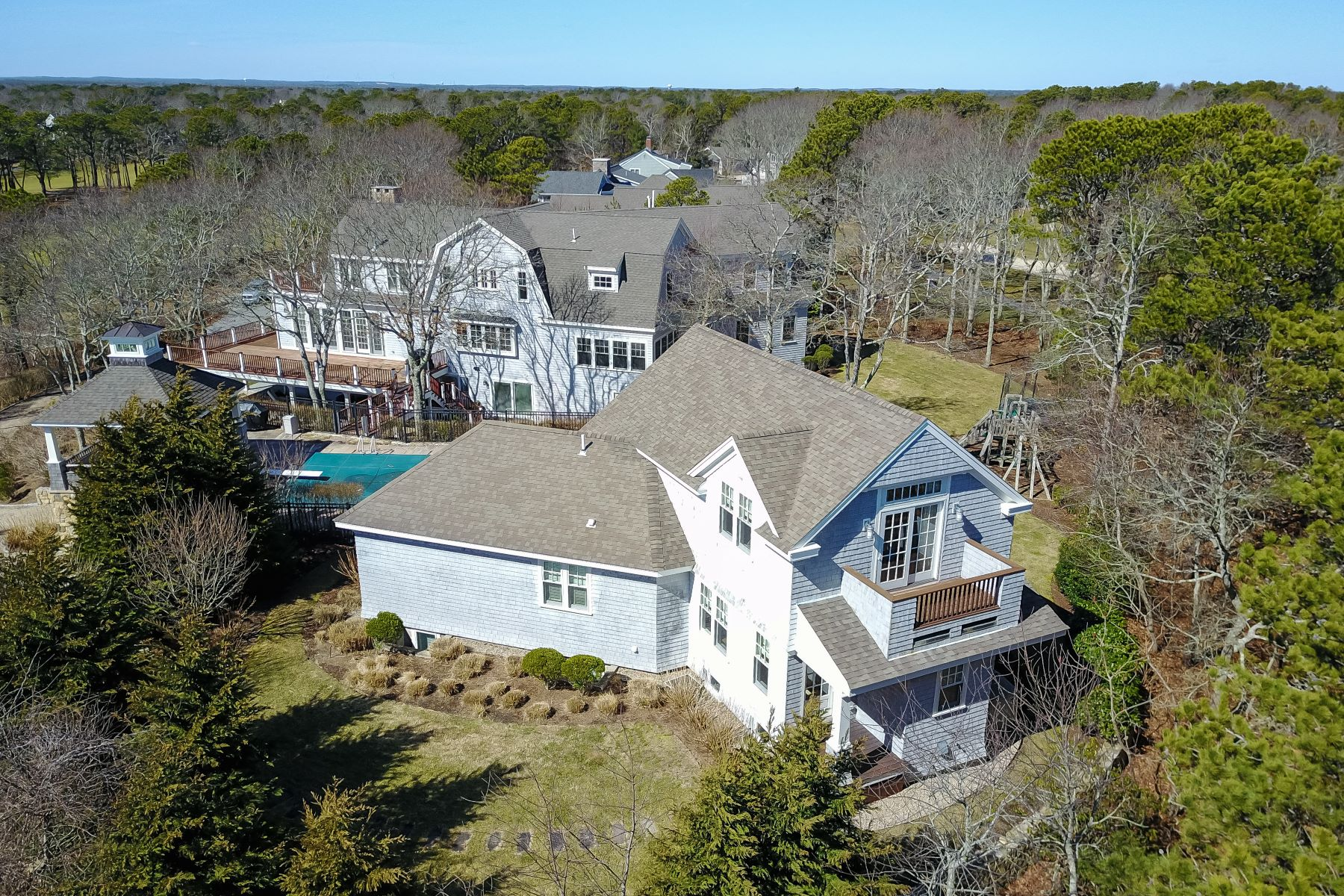 Single Family Homes for Active at GOLF FRONT LIVING AT IT'S BEST 242 Glenneagle Drive New Seabury, Massachusetts 02649 United States