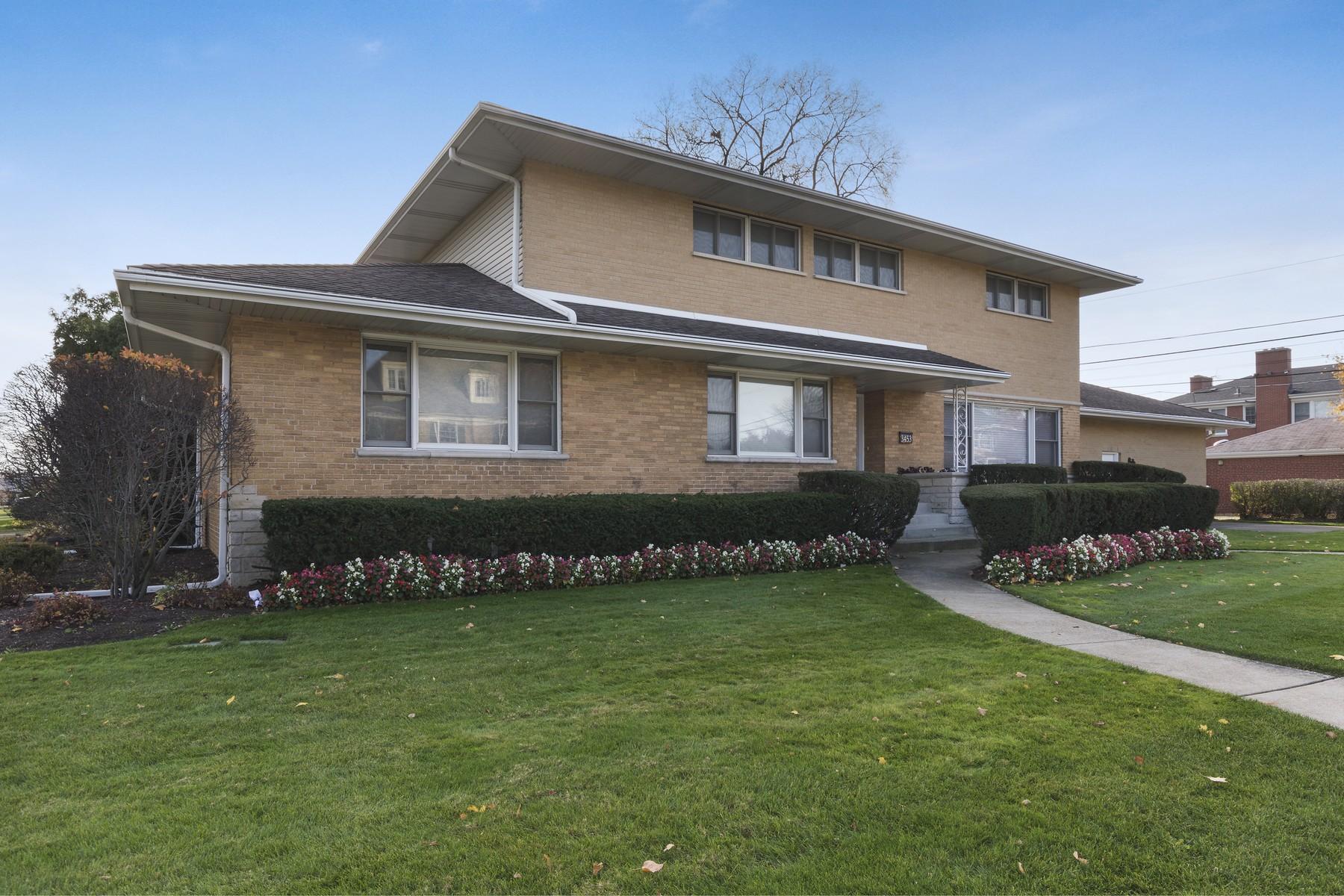 Maison unifamiliale pour l Vente à Luxurious Lincolnwood Residence 3453 W Arthur Avenue Lincolnwood, Illinois, 60712 États-Unis