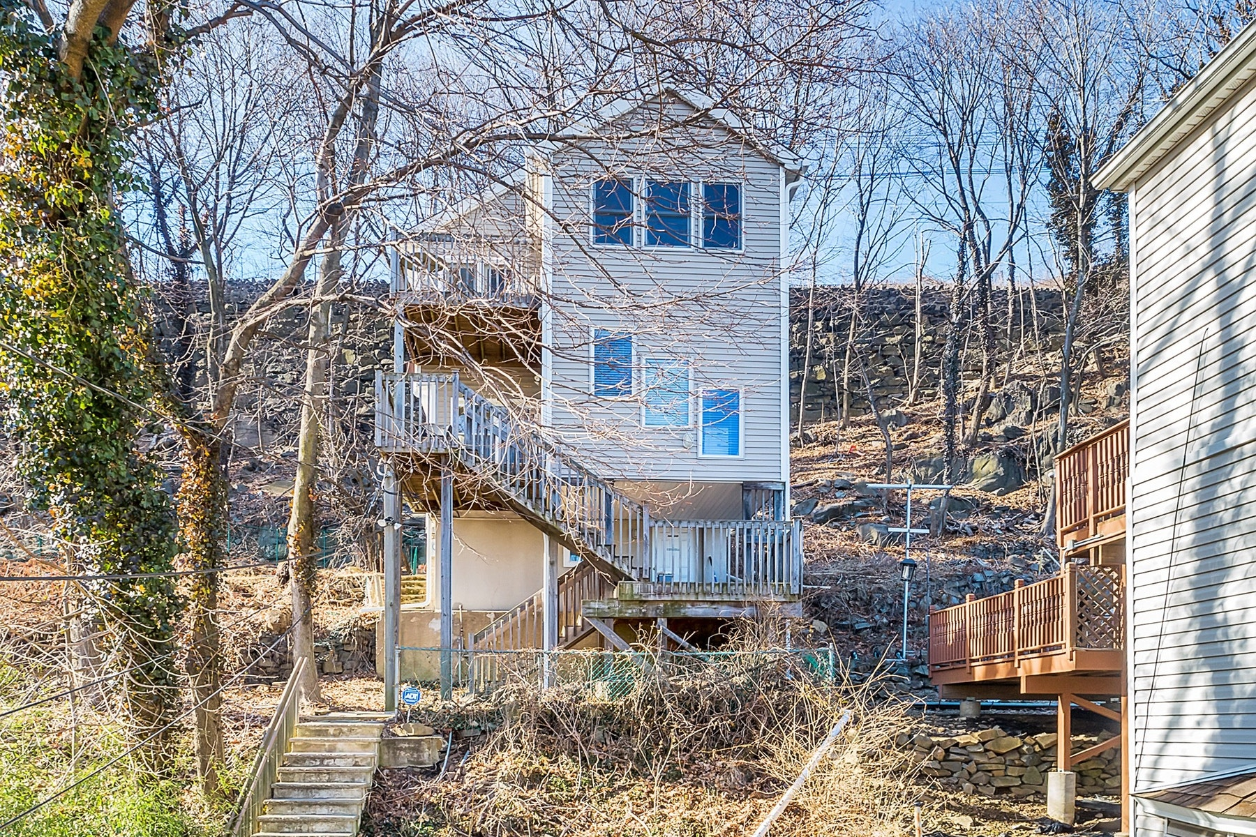 Other Residential for Sale at 522 Undercliff Avenue Edgewater, New Jersey 07020 United States