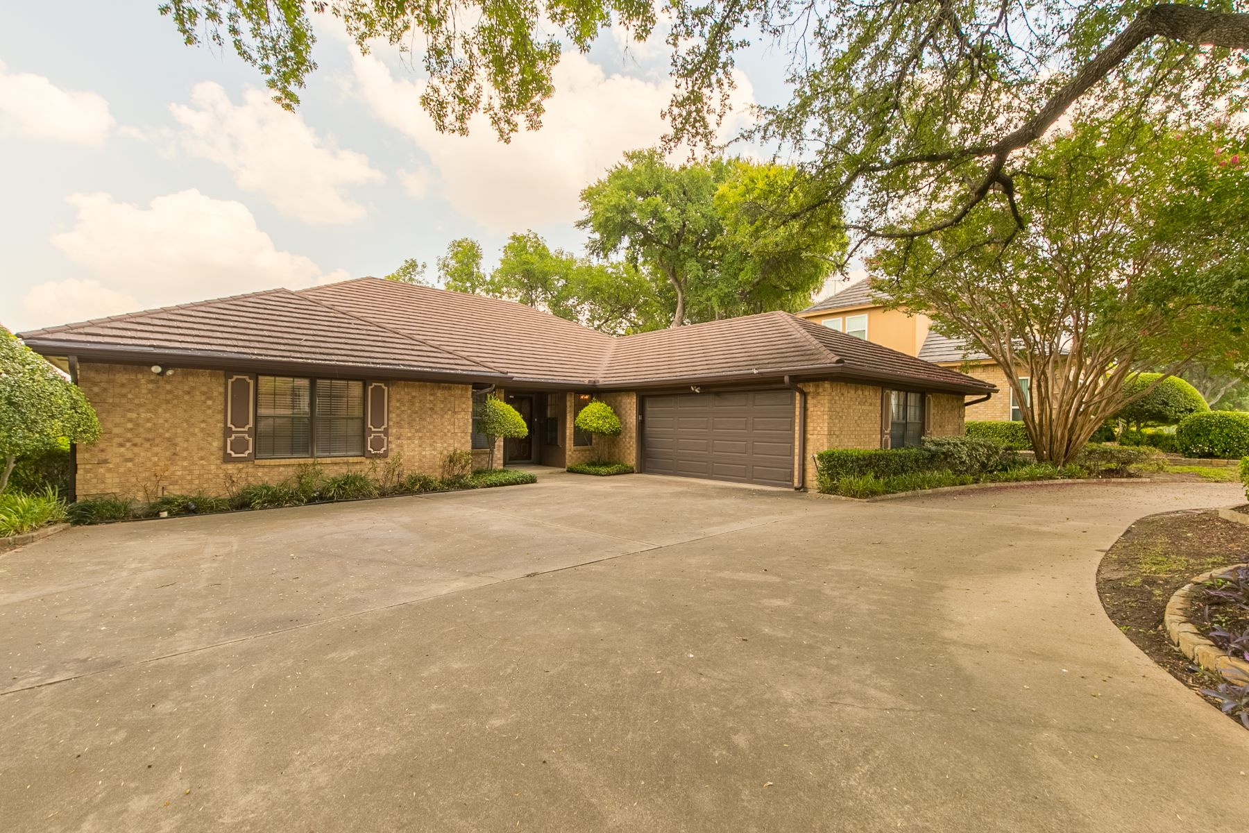Single Family Homes for Sale at 6309 Riviera Drive North Richland Hills, Texas 76180 United States