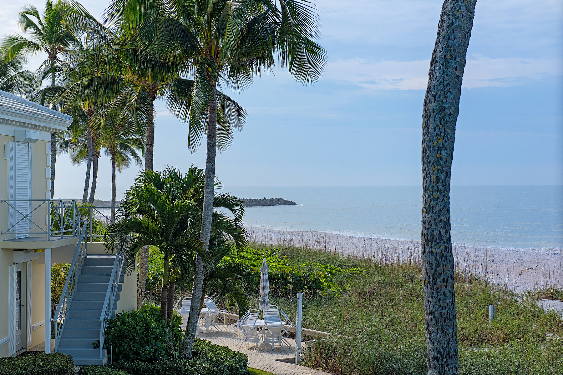 Eigentumswohnung für Verkauf beim MOORINGS - BILLOWS 2601 Gulf Shore Blvd N 16 Neapel, Florida 34103 Vereinigte Staaten
