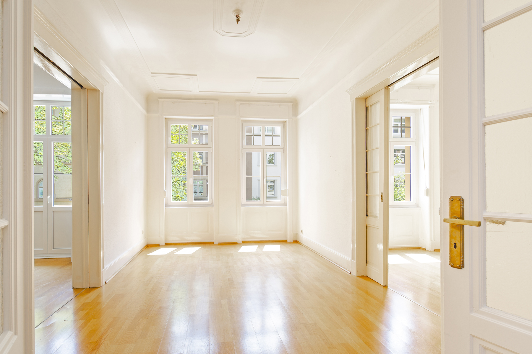 Multi-Family Homes for Sale at Charming building with four residential units in the heart of Frankfurt Frankfurt, Hessen 60322 Germany
