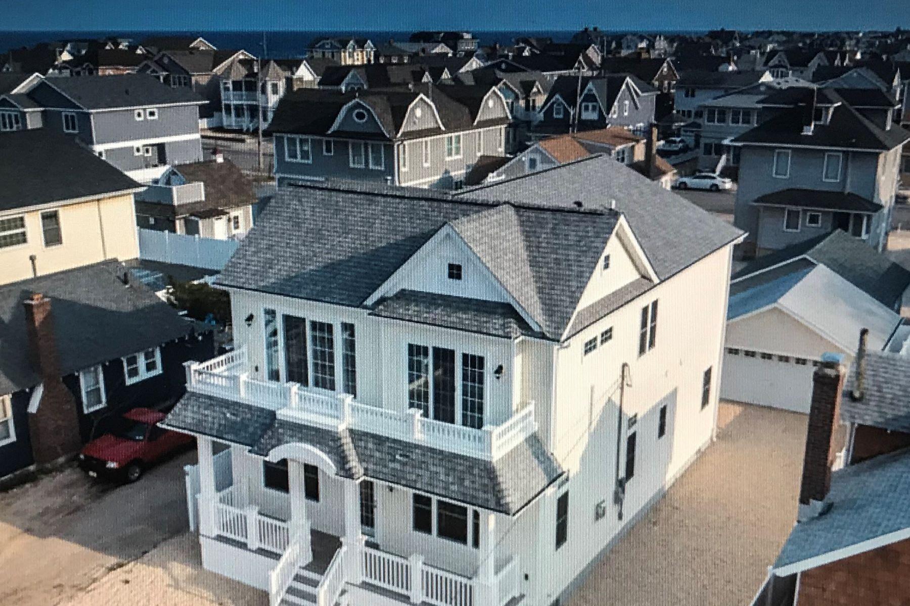 Casa Unifamiliar por un Venta en Beautiful Oceanblock FEMA Compliant New Construction Home 16 President Avenue, Lavallette, Nueva Jersey 08735 Estados Unidos