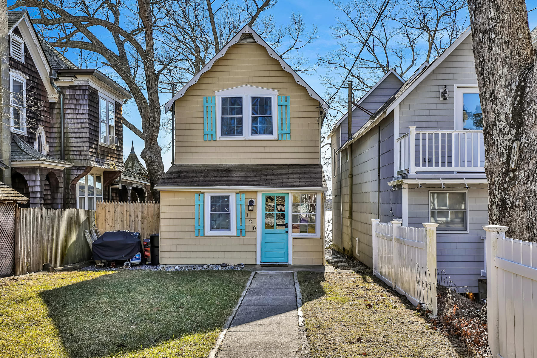 Single Family Homes للـ Sale في Adorable Riverfront Cottage Style Home 128 E Camp Meeting Avenue, Island Heights, New Jersey 08732 United States