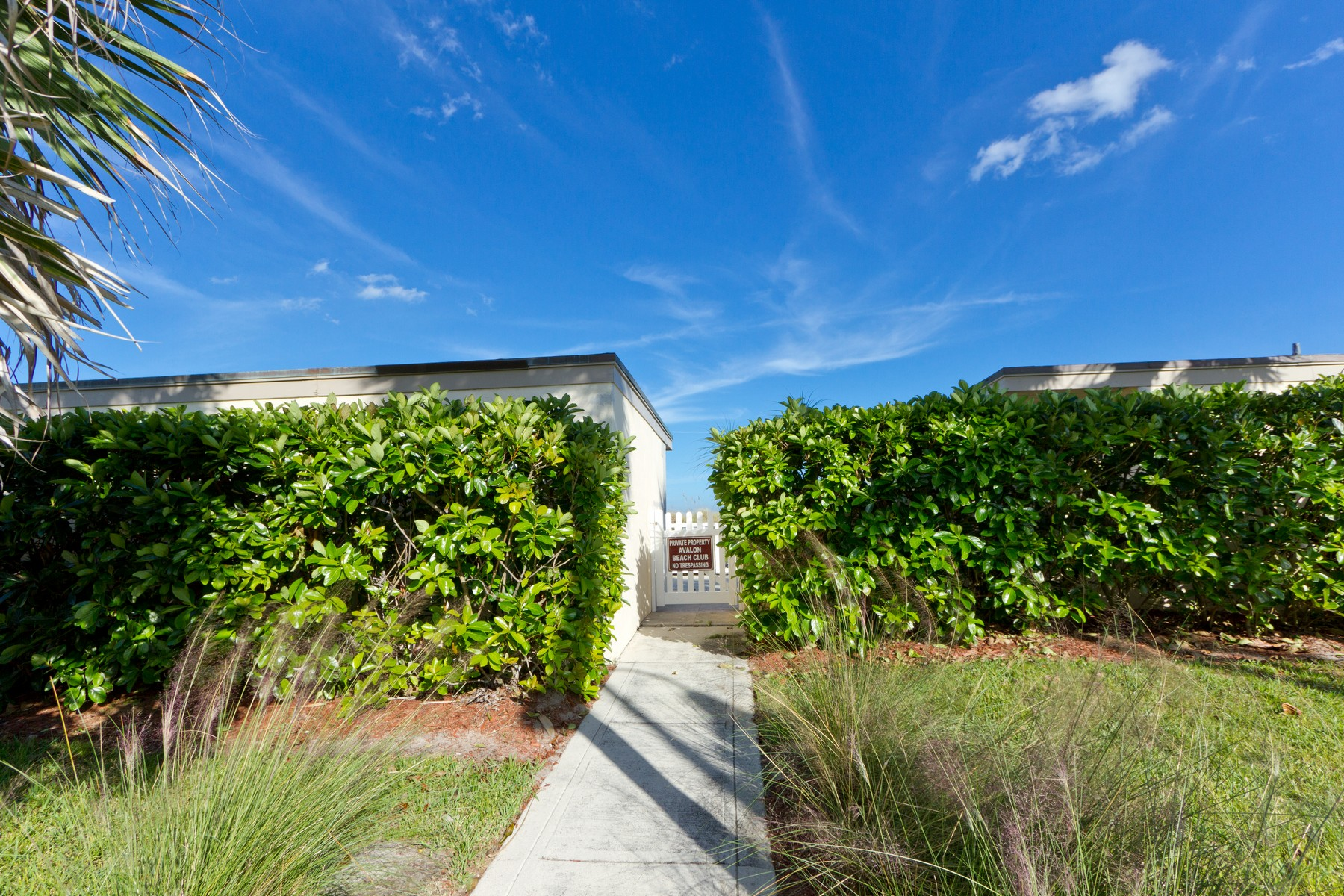 Additional photo for property listing at Oceanfront Condo With Private Beach Cabana 355 S. Ocean Drive F-302 Hutchinson Island, Florida 34949 United States