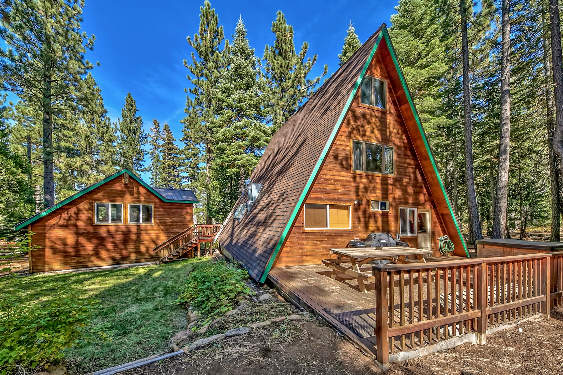 Additional photo for property listing at 1687 Mohican Drive, South Lake Tahoe, CA 96150 1687 Mohican Drive South Lake Tahoe, California 96150 United States