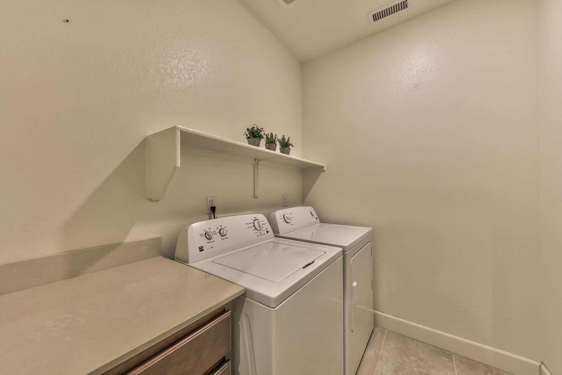 Additional photo for property listing at Better Than New One Level Living 7378 Overture Dr Reno, Nevada 89506 United States