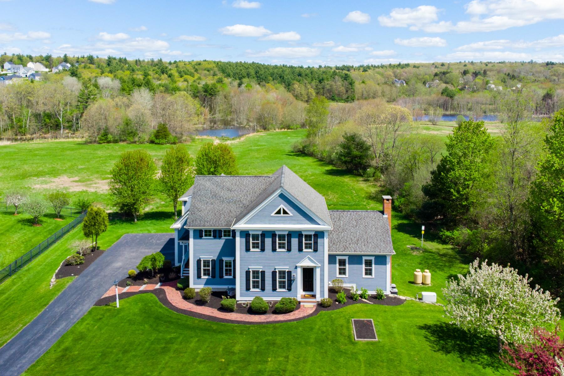 Single Family Homes のために 売買 アット Custom Pristine Colonial 48 Adams Rd, North Grafton, マサチューセッツ 01536 アメリカ